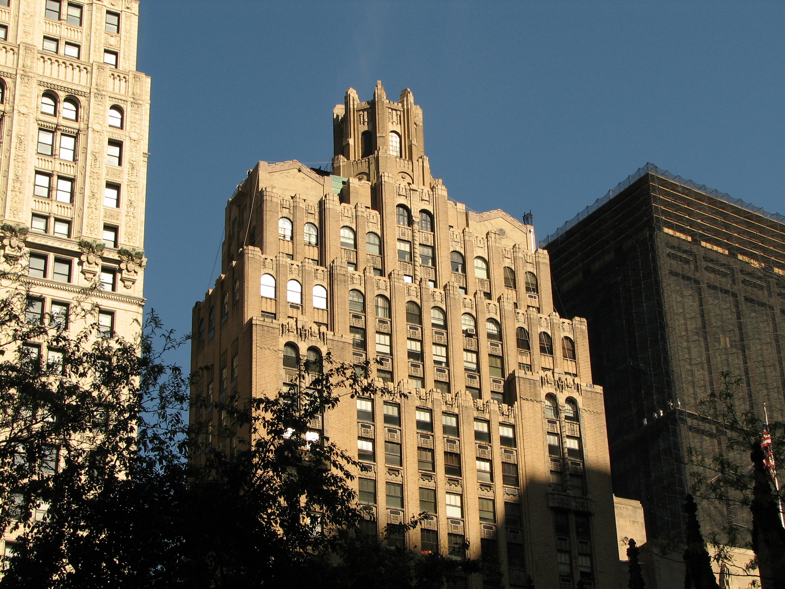 Description new york city building in financial district