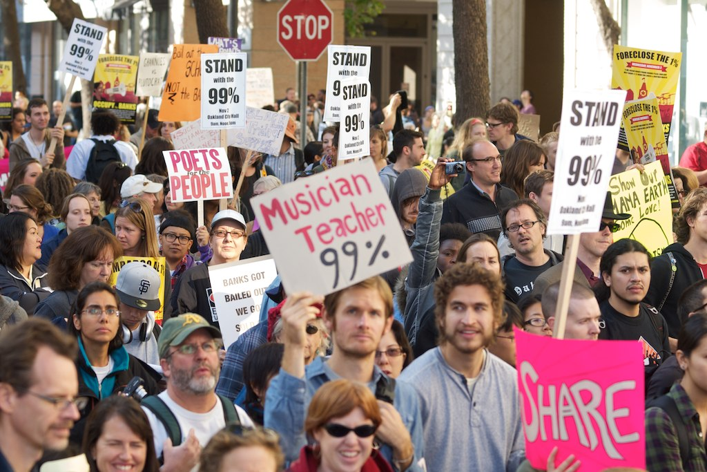 Occupy_Oakland_99_Percent_signs.jpg