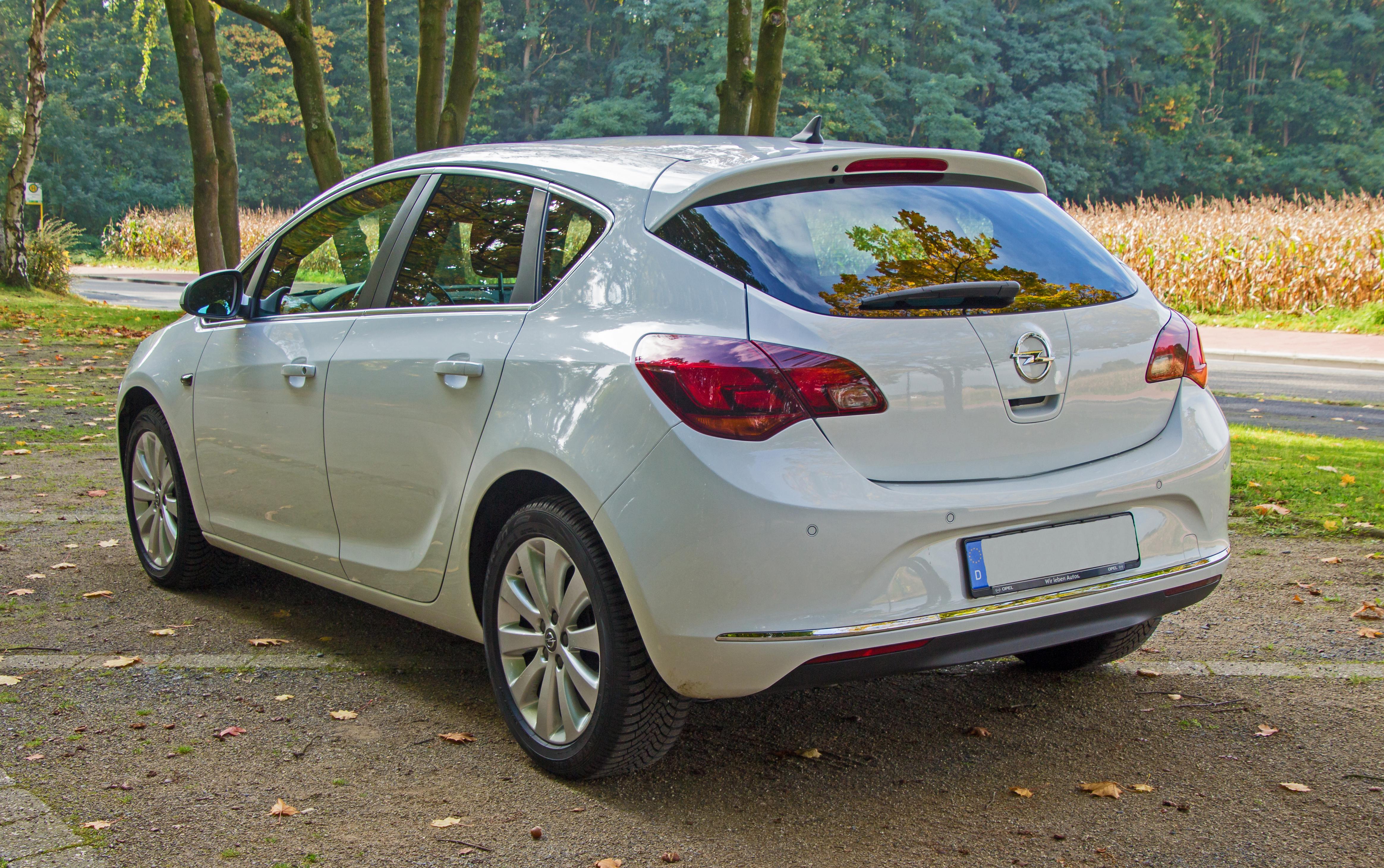 File Opel Astra J Modellpflege Heck Jpg Wikimedia Commons