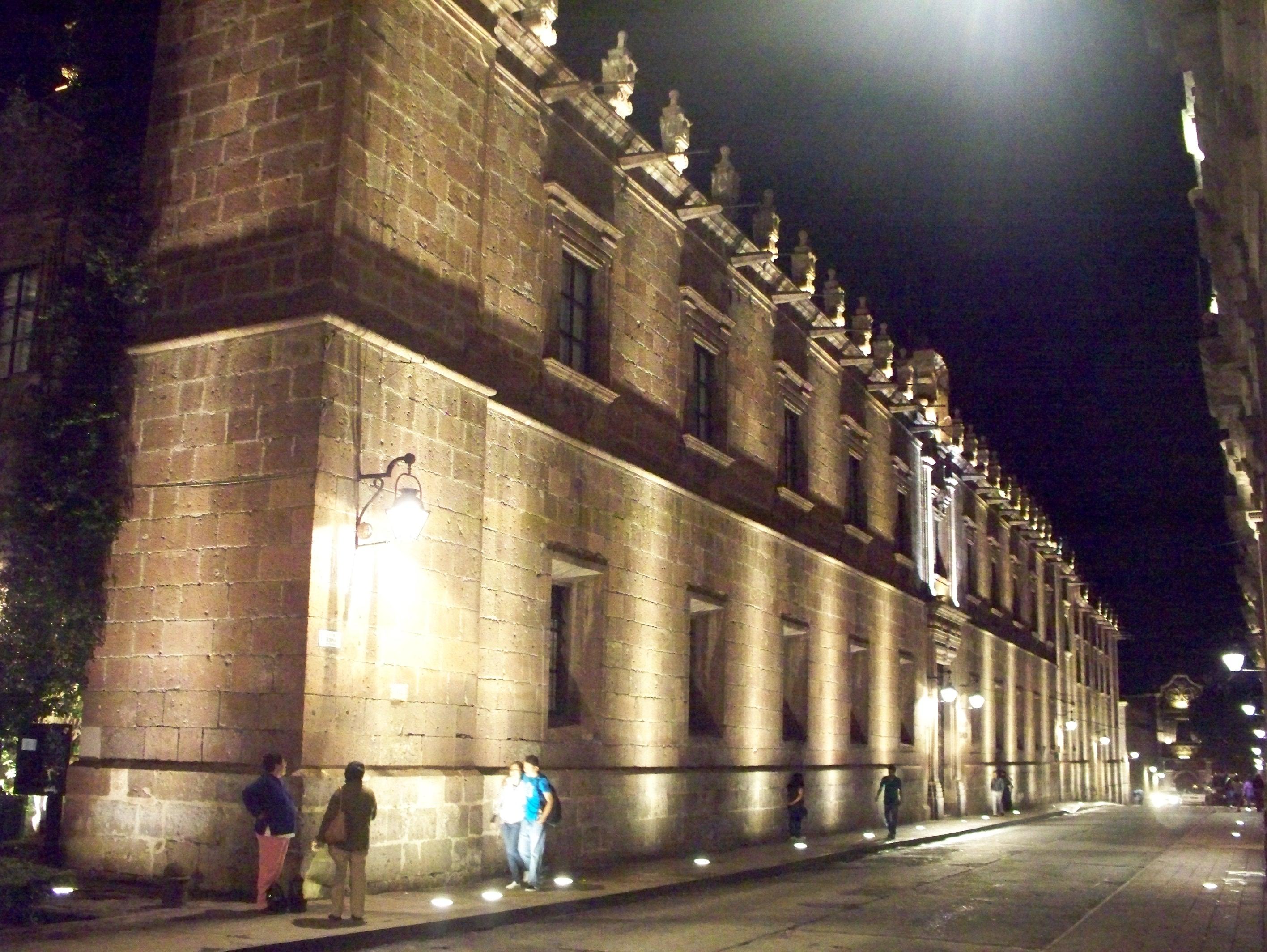 File palacio clavijero iluminacion de for Iluminacion exterior fachadas