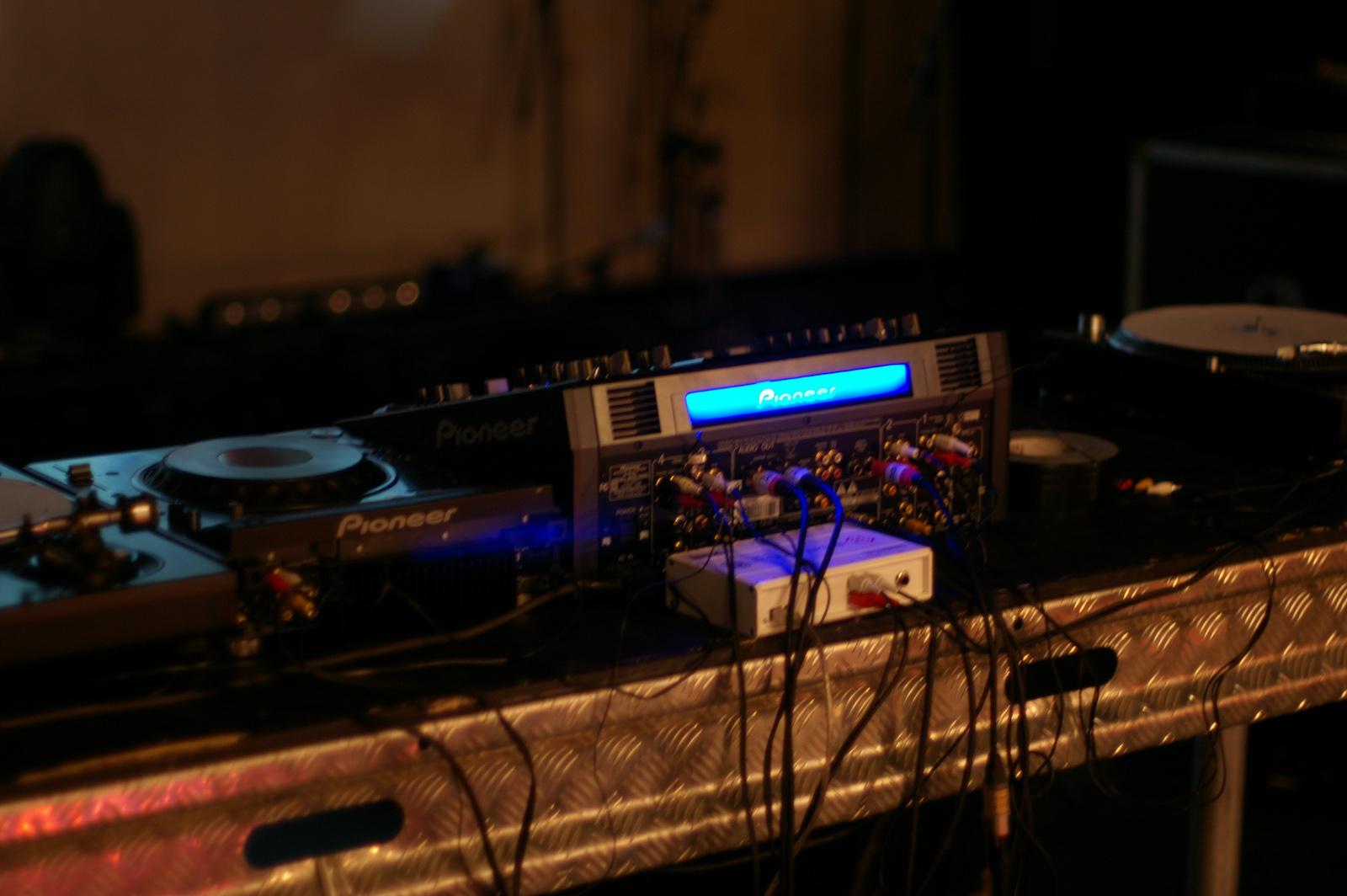 File:Pioneer SVM-1000 DVJ mixer (rear) jpg - Wikimedia Commons