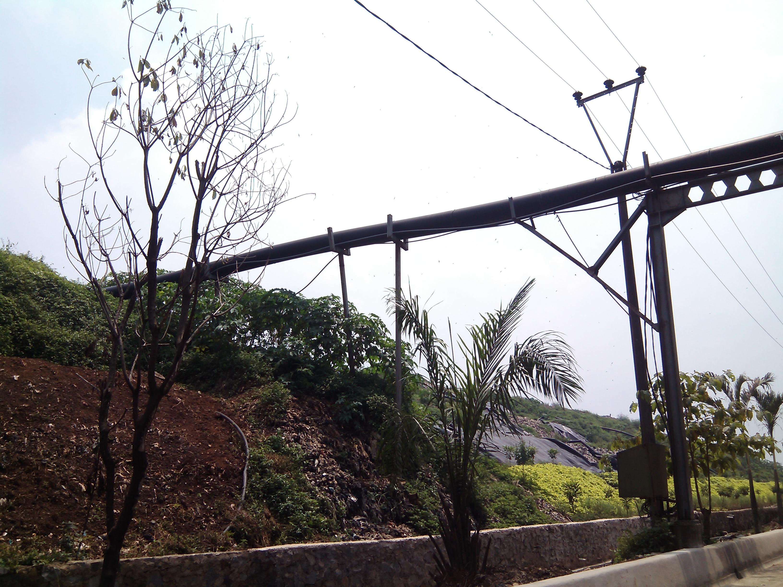 File:Pipa gas methan yang keluar dari sampah menuju ke PLTSa bantargebang, Kota Bekasi - panoramio.jpg
