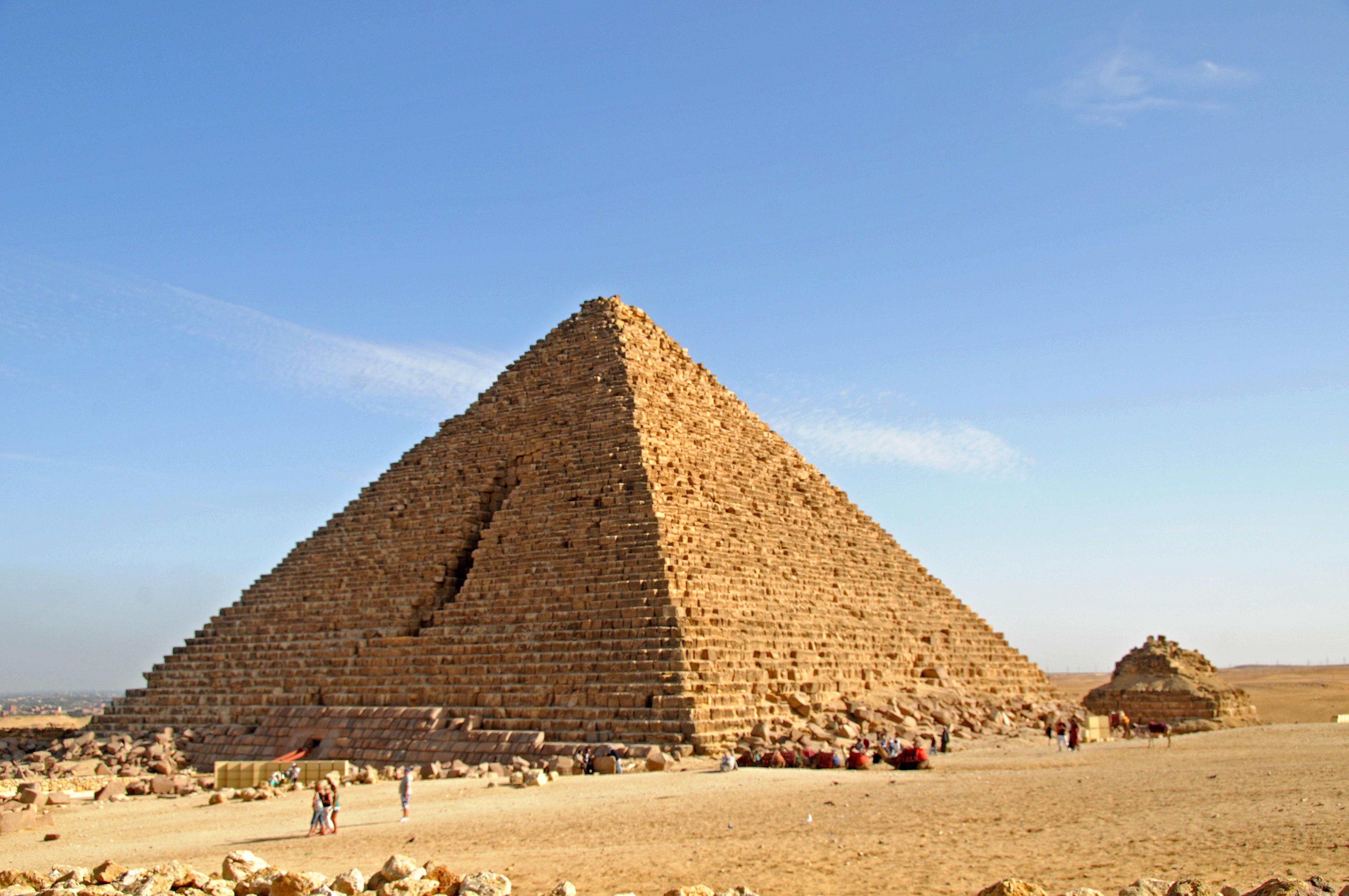 Piramide De Miquerinos Wikipedia A Enciclopedia Livre