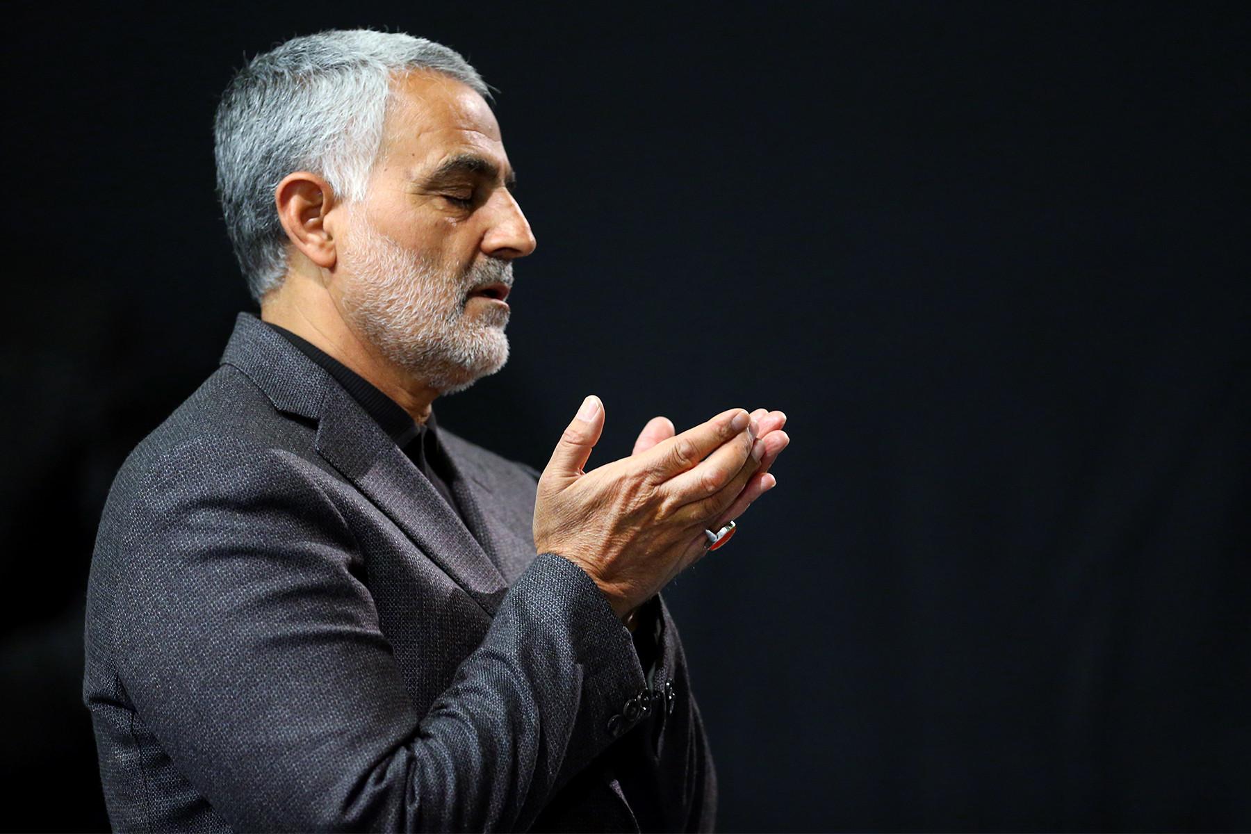 Qasem Soleimani Praying in Imam Khomeini Hossainiah