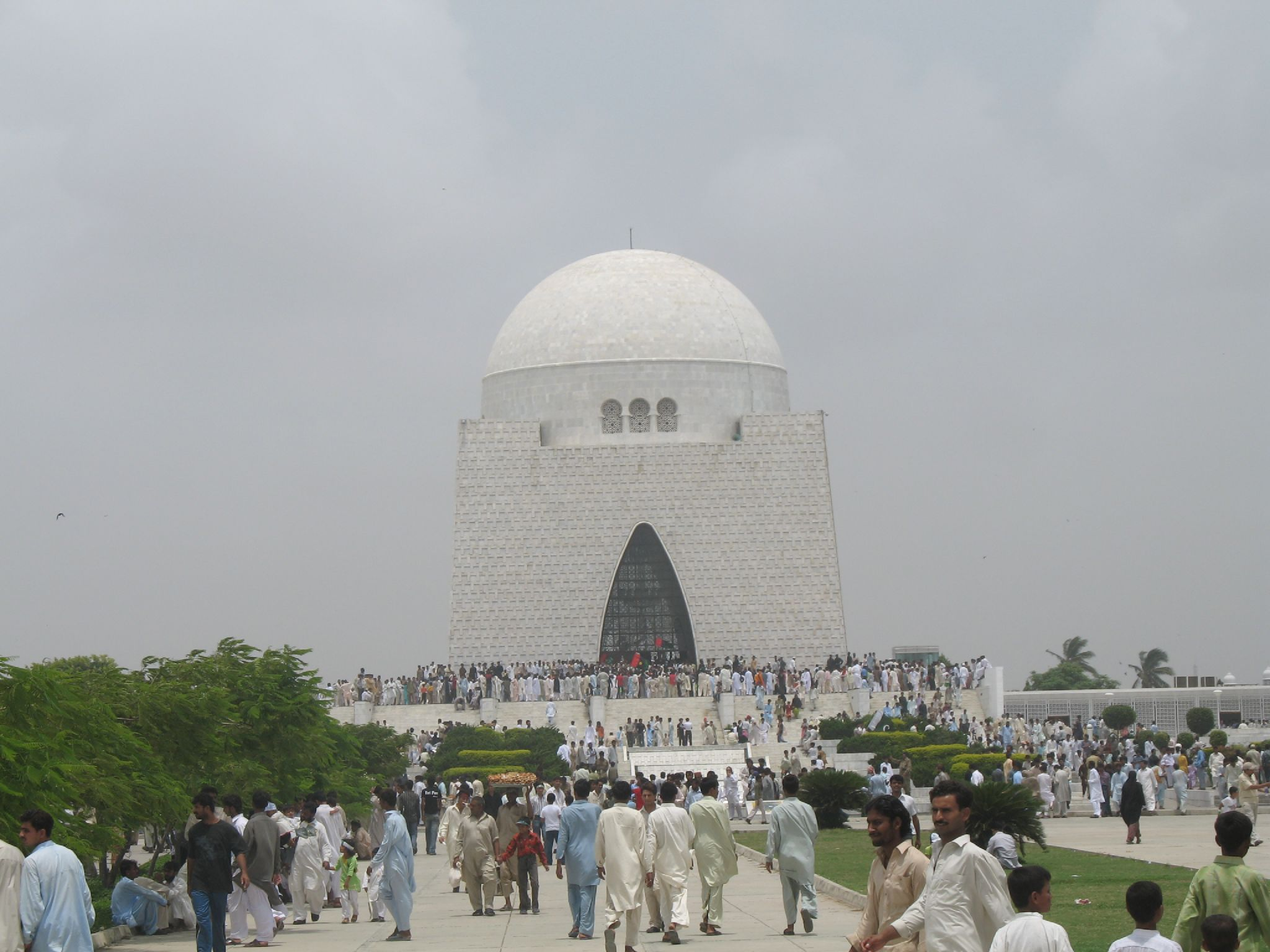 essay on quaid-e-azam tomb Quaid-e-azam quaid e azam mohammad ali jinnah essay in english ali jinnah was born on december 25th,to a mercantile family in karachi muhammad ali jinnah on the advice of an english friend, his father decided to send him to england to.
