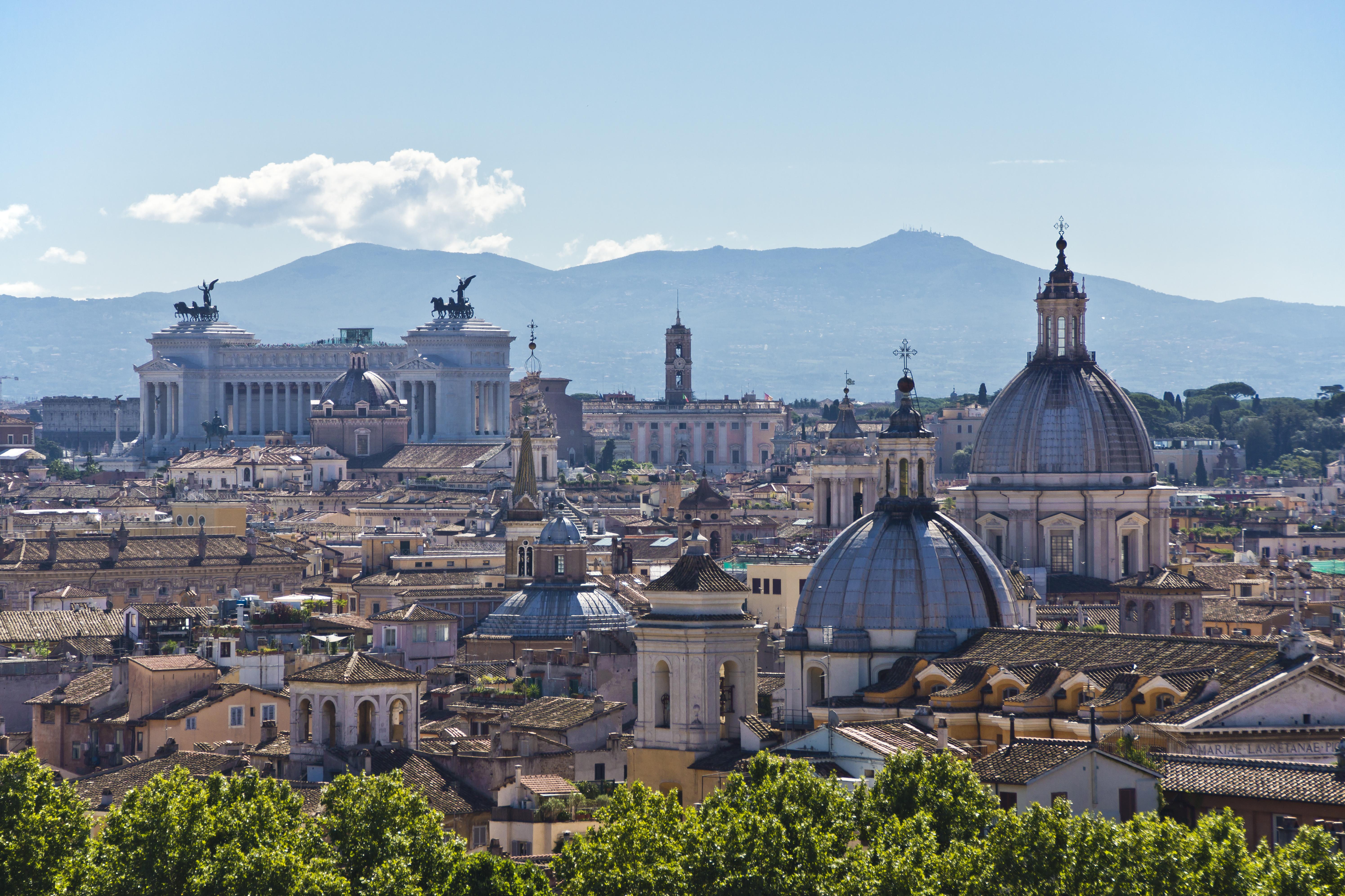 Description Rome Skyline (8012016319).jpg