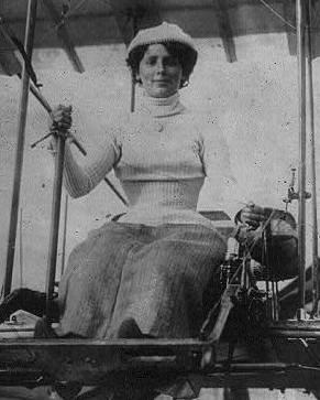 Rosalind Mathilde Franck in a biplane, facing front (cropped)