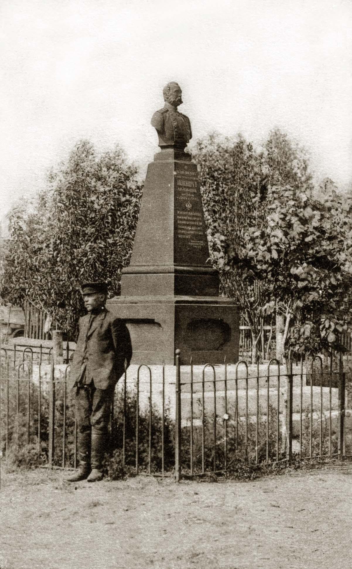 Резные памятники Ртищево барклай де толли надгробие