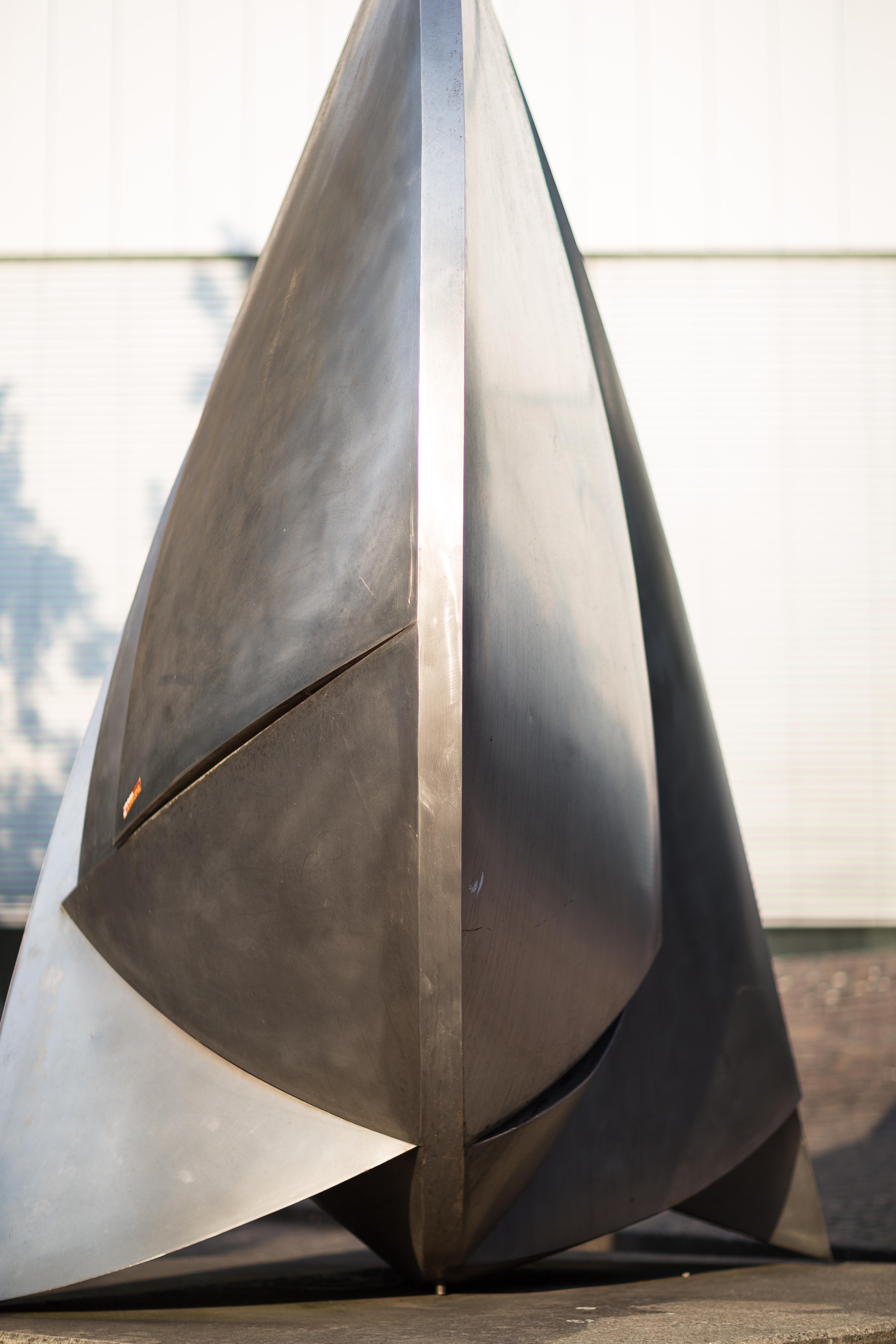 File:Sculpture Stahl 5 81 Erich Hauser Kurt Schwitters Platz Hanover Germany