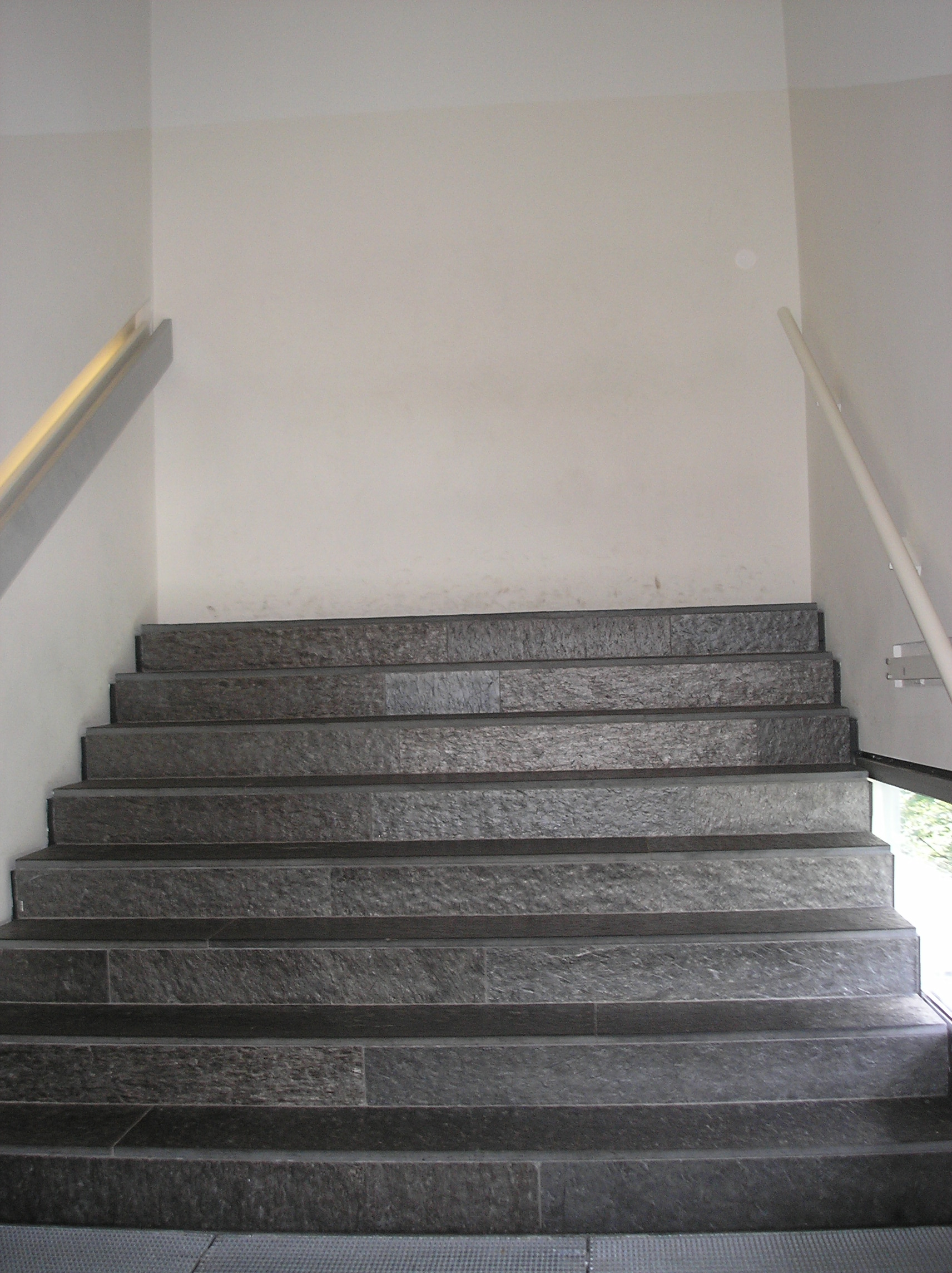 File:Stairs in the Jew...
