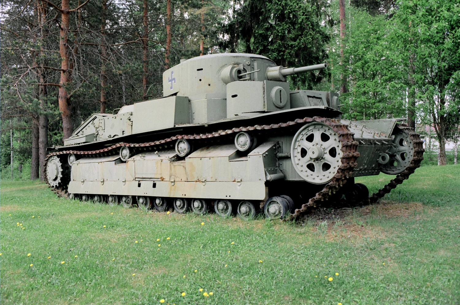 http://upload.wikimedia.org/wikipedia/commons/f/f5/T-28_tank_in_Mikkeli_20130531_001.jpg