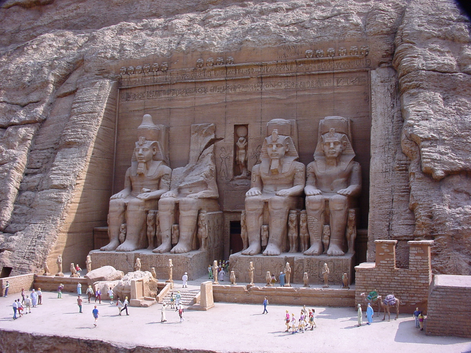 http://upload.wikimedia.org/wikipedia/commons/f/f5/Tobu_World_Square_Great_Temple_of_Abu_Simbel_1.jpg