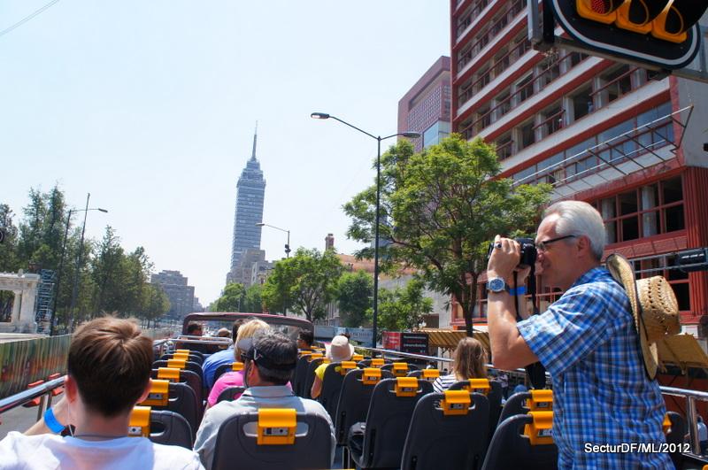 File:Turistas en Turibús - TurismoCDMX - 9.jpg - Wikimedia Commons