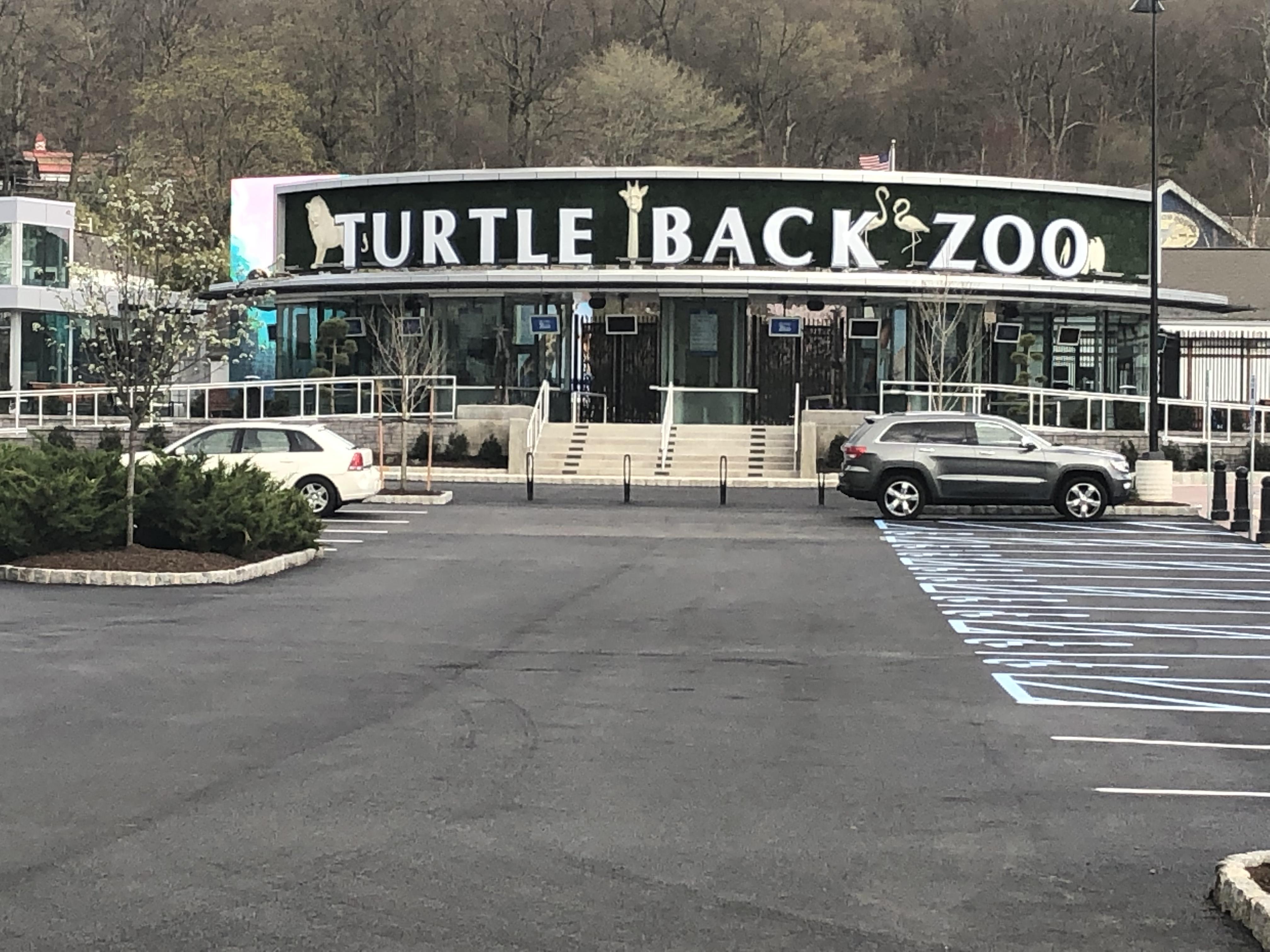 Turtle Back Zoo Christmas Lights 2019.File Turtle Back Zoo Entrance 2019 Jpg Wikimedia Commons