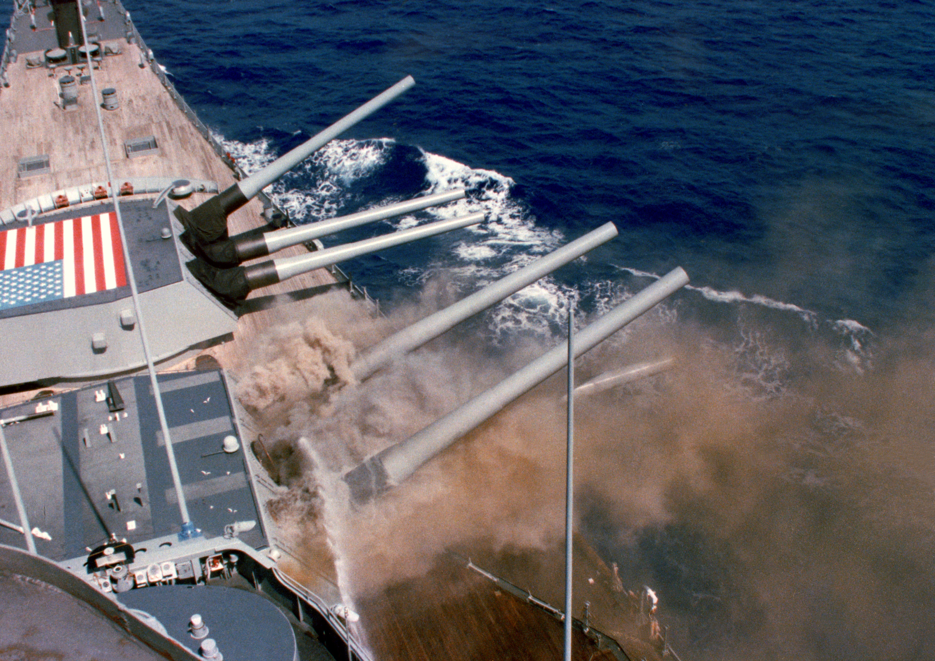 Description USS Iowa BB61 Iowa Explosion 1989.jpg