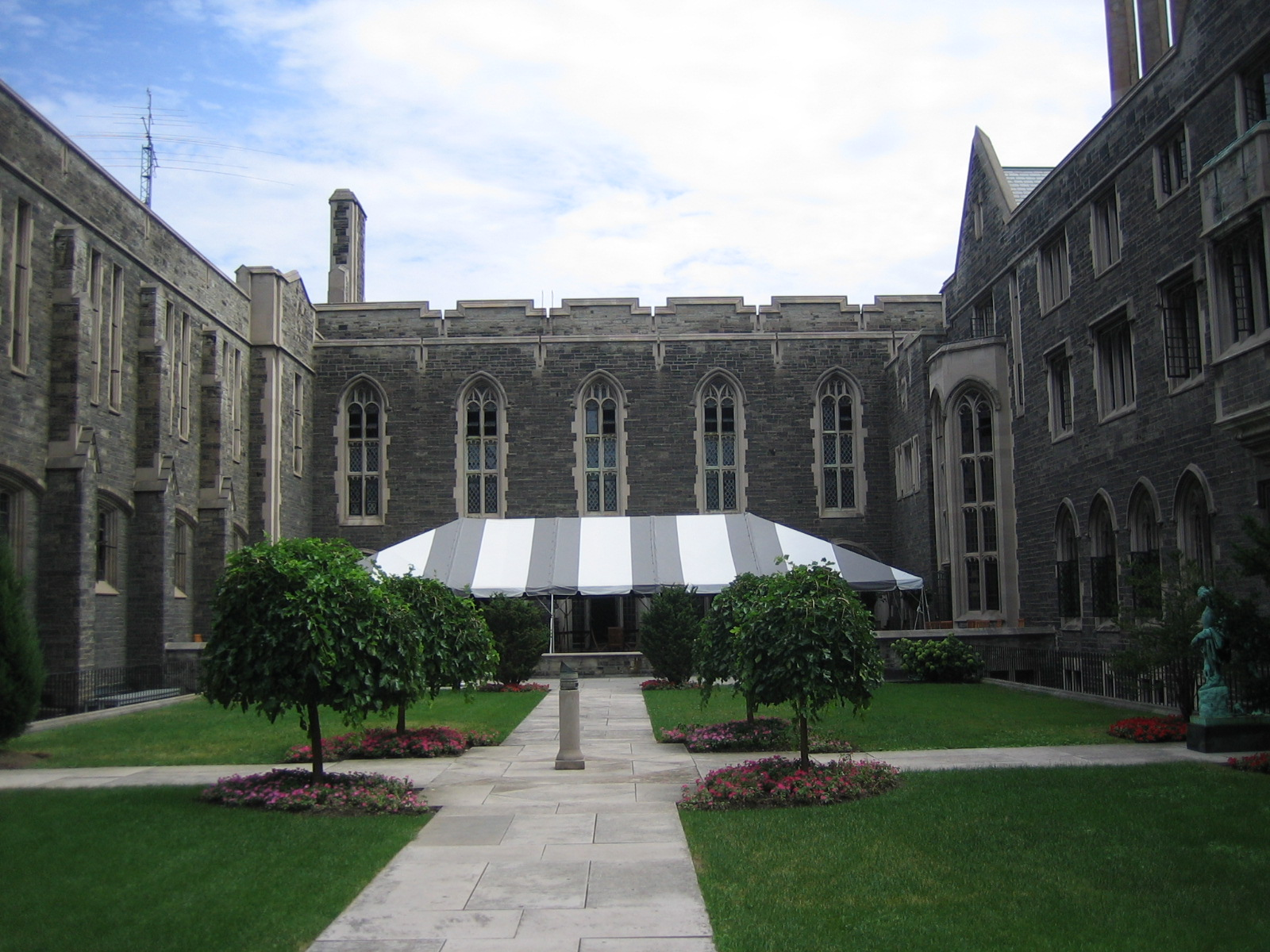 File university of toronto courtyard jpg