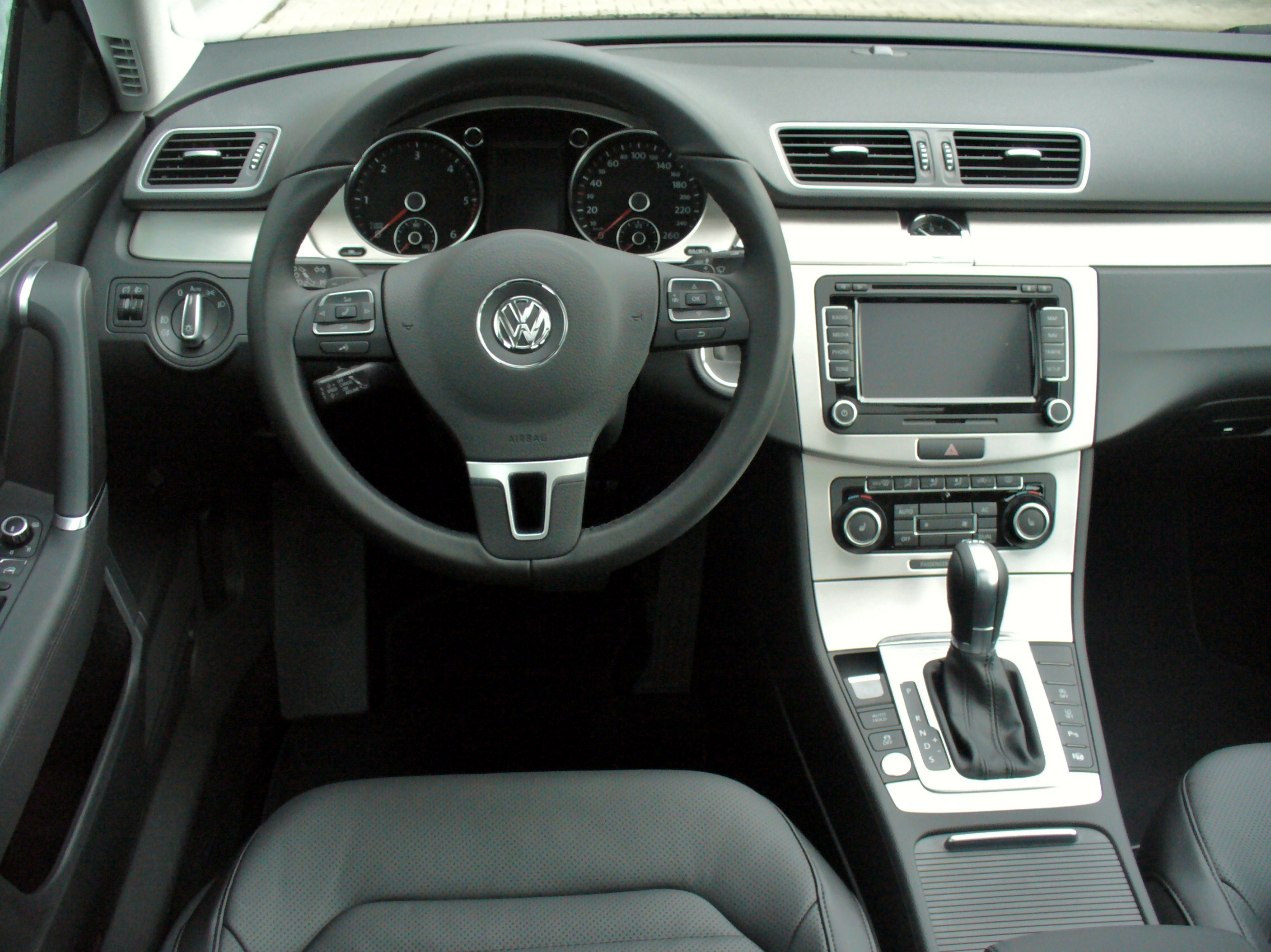 Datei:VW Passat Variant B7 2.0 TDI BMT DSG Highline Deep Black ...
