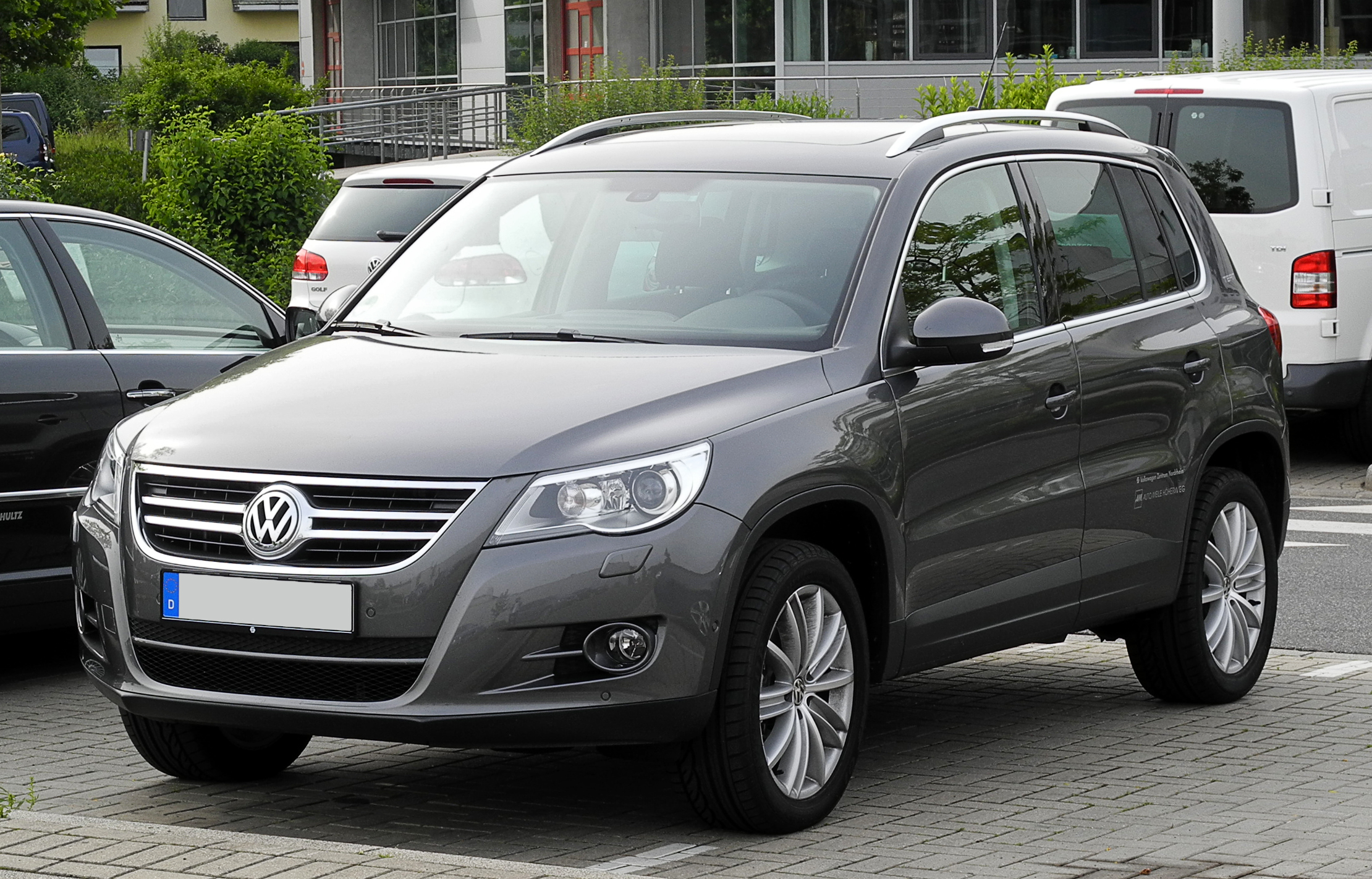 file vw tiguan sport style 2 0 tdi 4motion team frontansicht 12 juni 2011 d. Black Bedroom Furniture Sets. Home Design Ideas