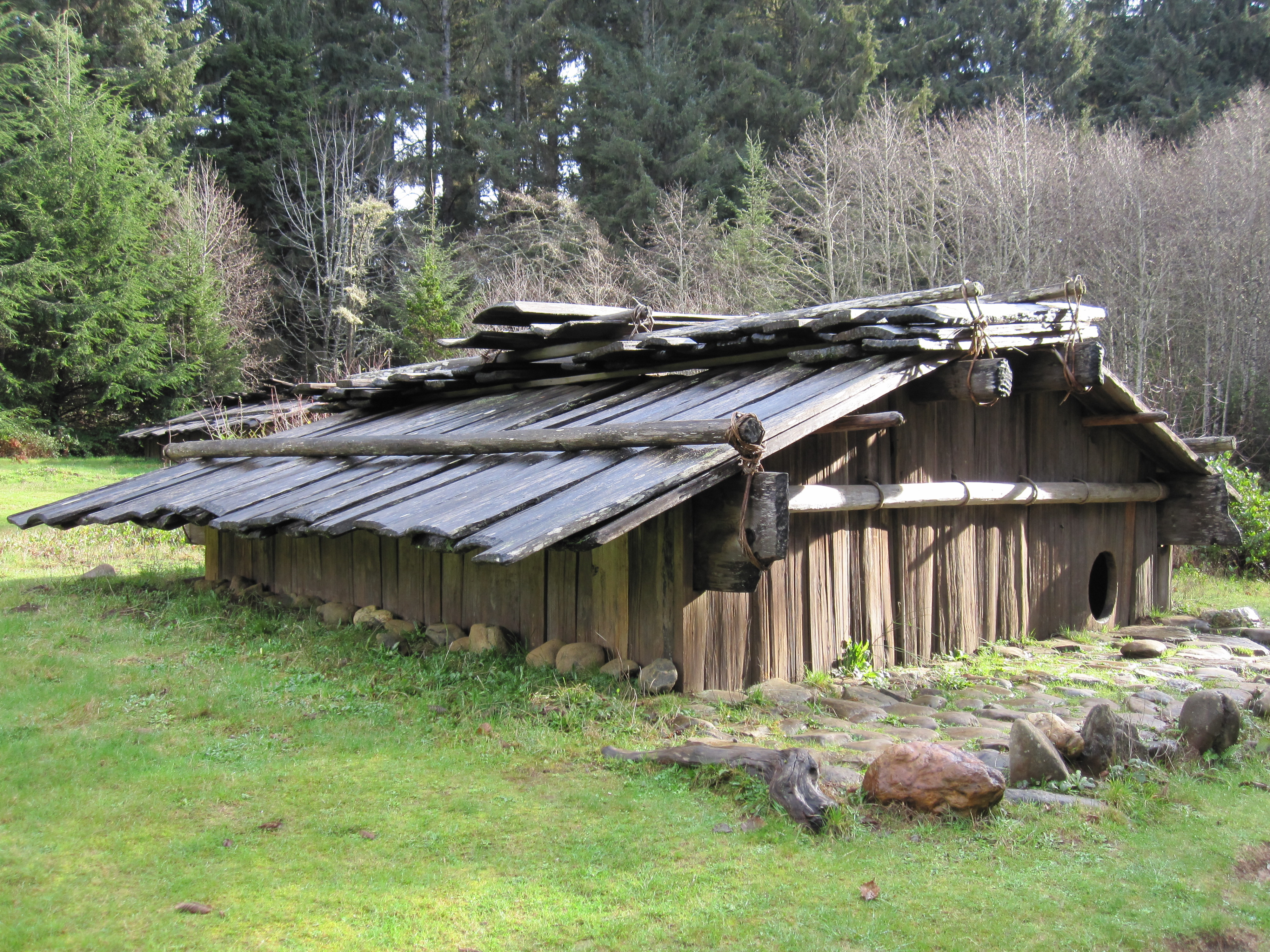 Indian Plank House http://commons.wikimedia.org/wiki/File:Yurok-Plank-house2.jpg