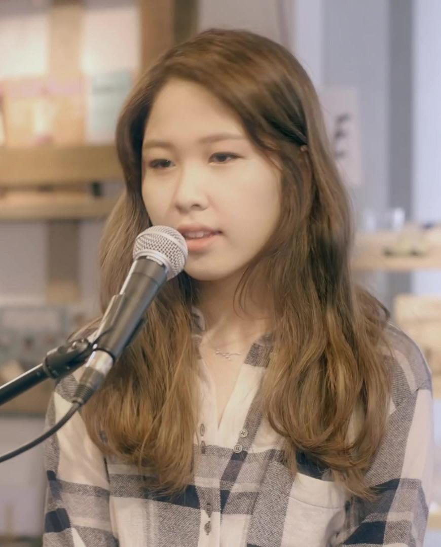 이지형 with 권진아 - Duet(Live Clip) 권진아 (02m 50s).jpg