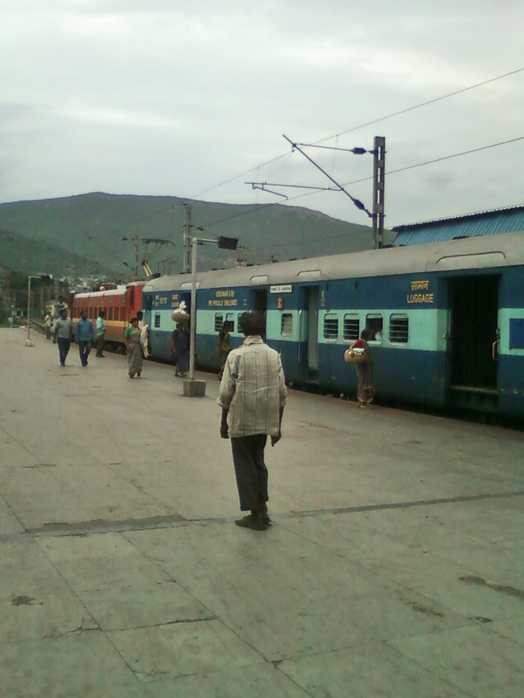 File:17488 Tirumala Express at Visakhapatnam 03.jpg