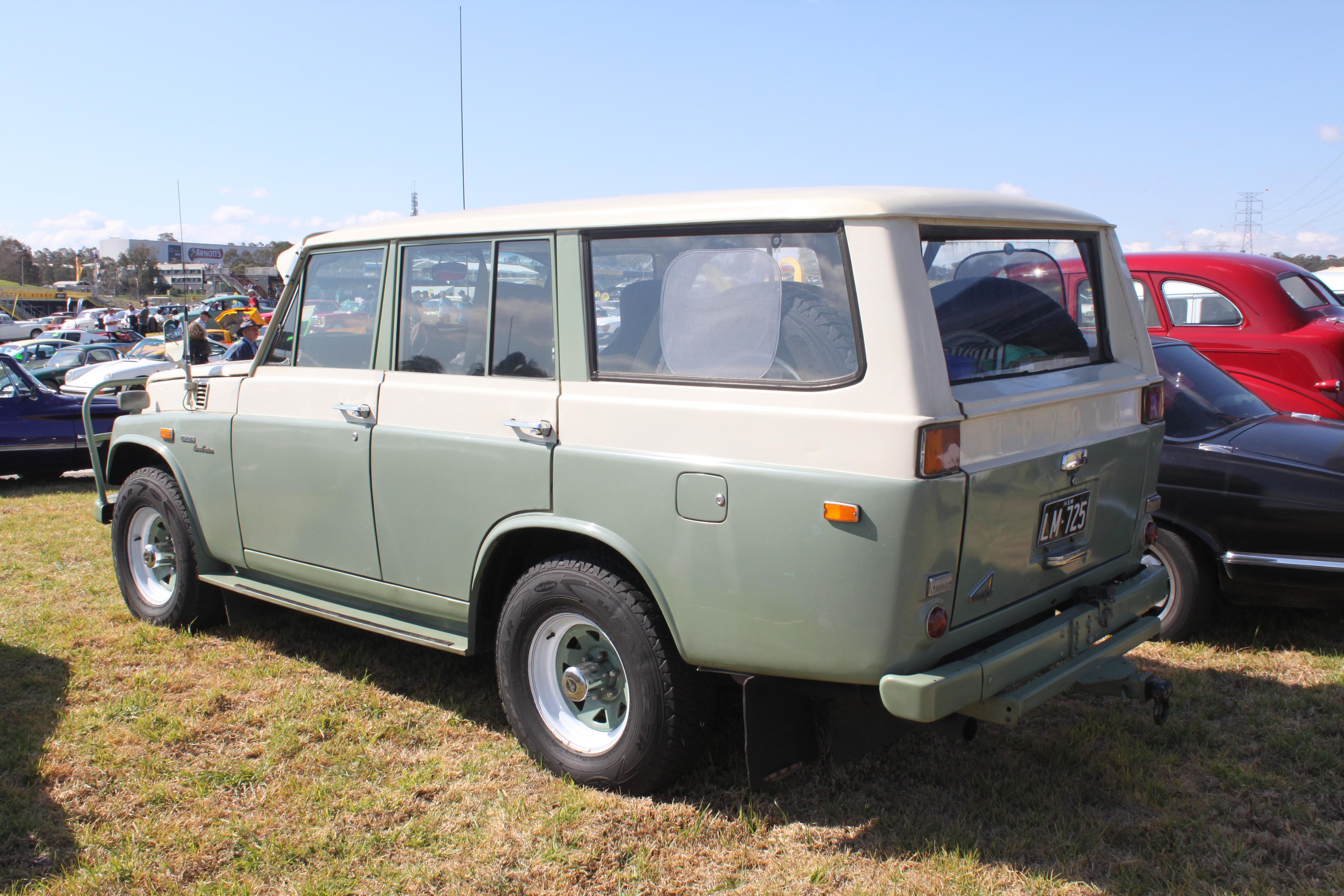 Toyota Land Cruiser Wiki >> File:1971 Toyota Land Cruiser (FJ55) wagon (21219390030).jpg - Wikimedia Commons