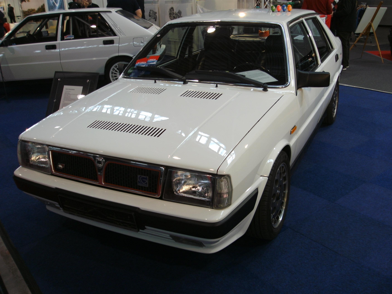 https://upload.wikimedia.org/wikipedia/commons/f/f6/1987_Lancia_Prisma_4WD_integrale.JPG