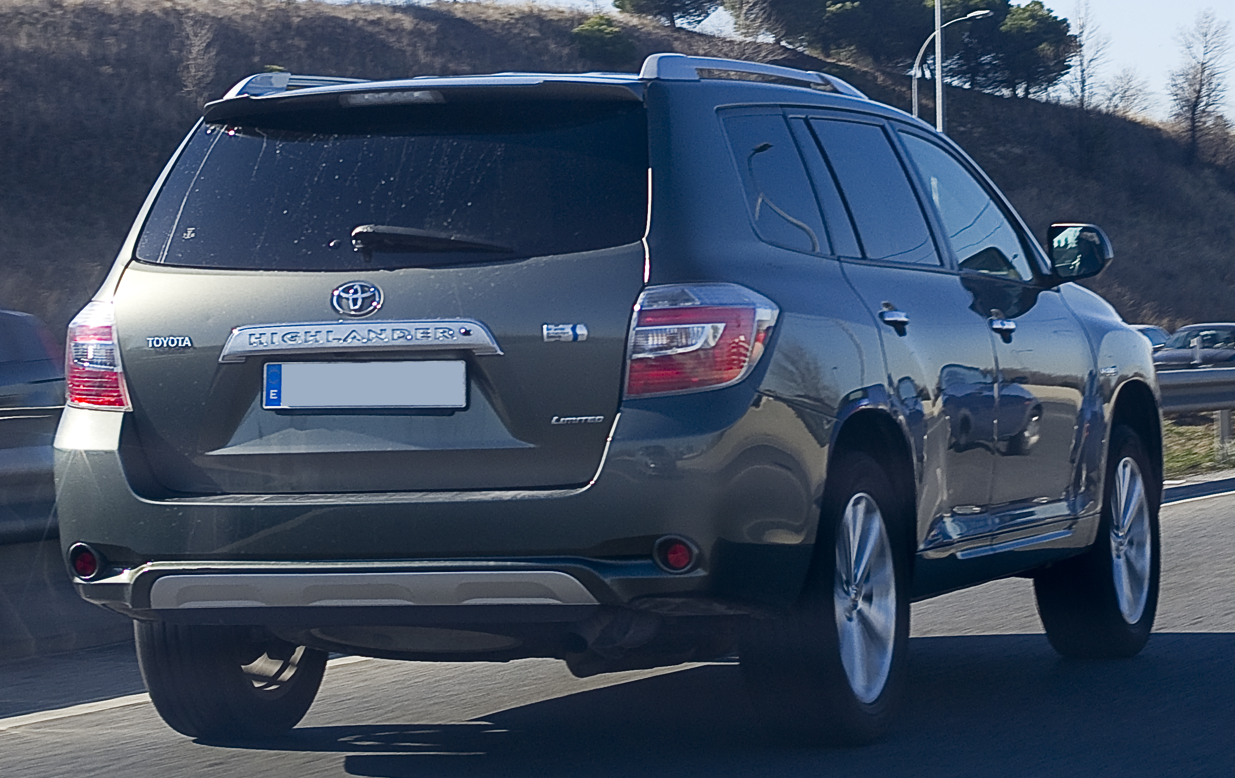 Charming Pre Facelift Toyota Highlander Hybrid Limited (Spain)