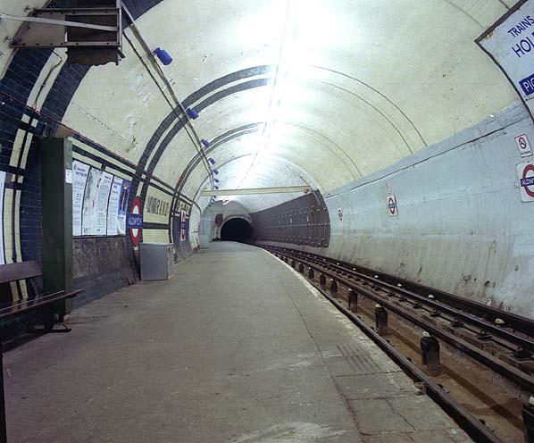 Aldwych tube station platform in 1994
