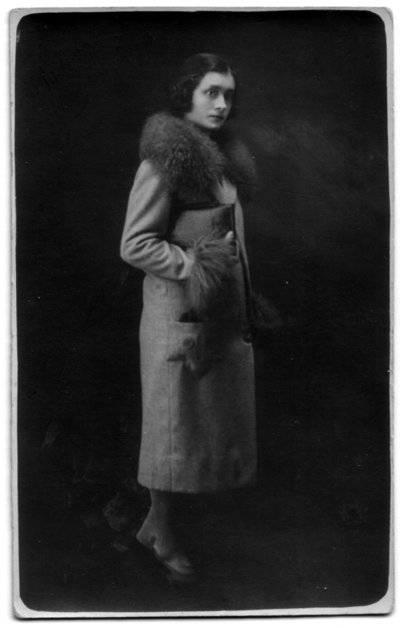 File:Amalia Mugnai on furry coat, full figure.jpg - Wikimedia Commons