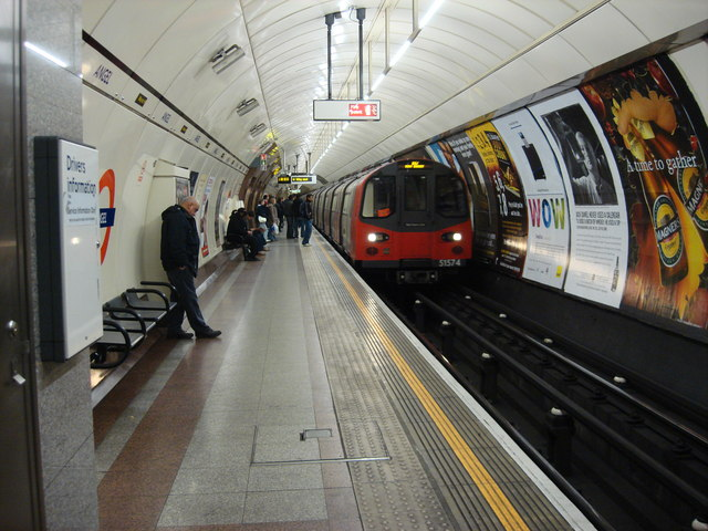 Angel tube station, northbound Platform - geograph.org.uk - 670203