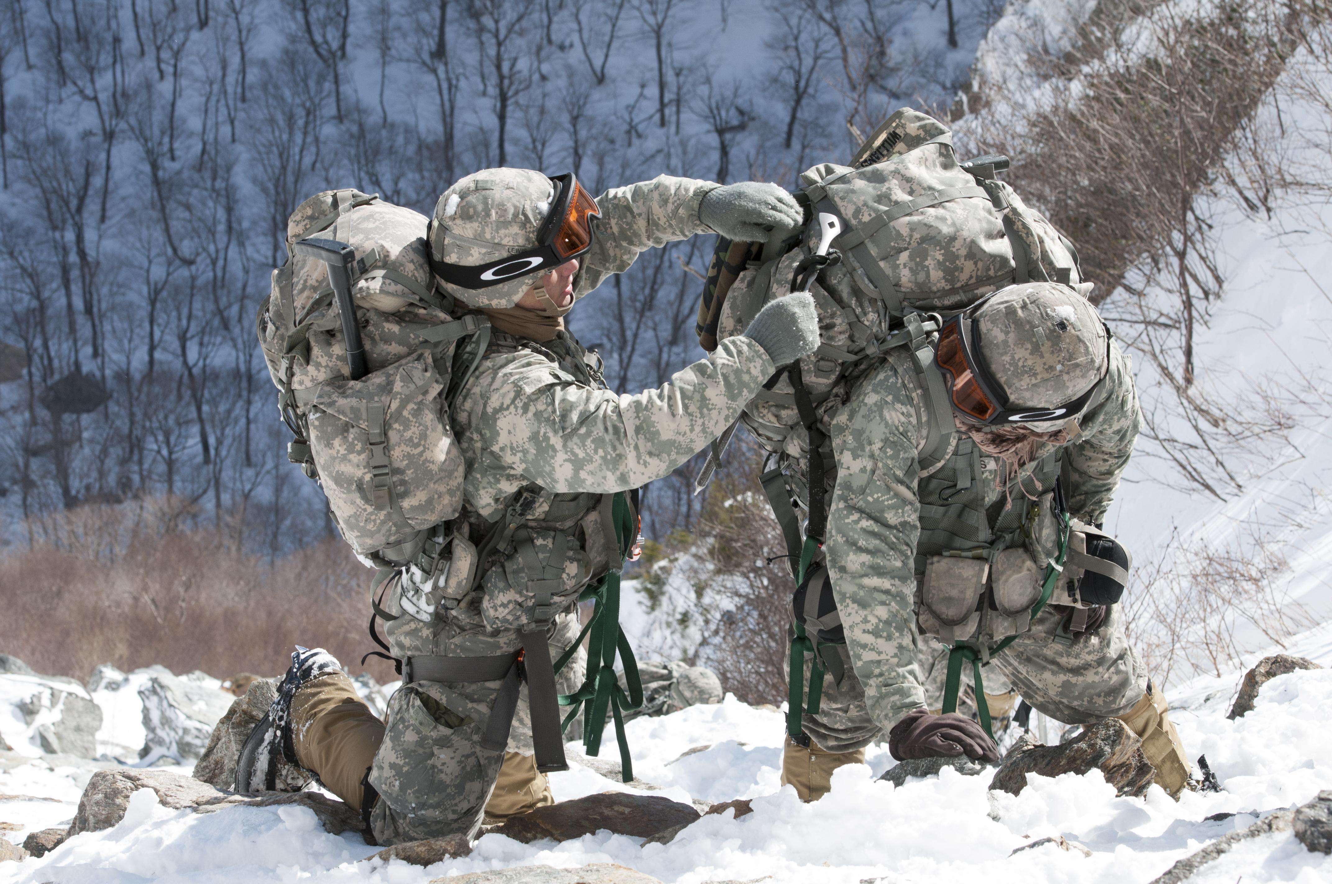 File:Army Mountain Warfare School 140220-Z-KE462-348.jpg
