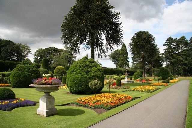 File:Brodsworth Hall flower garden - geograph.org.uk - 923968.jpg