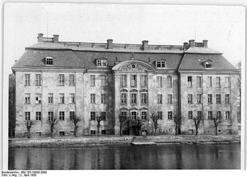Bundesarchiv_Bild_183-19000-2990%2C_Berlin%2C_K%C3%B6penicker_Schloss.jpg