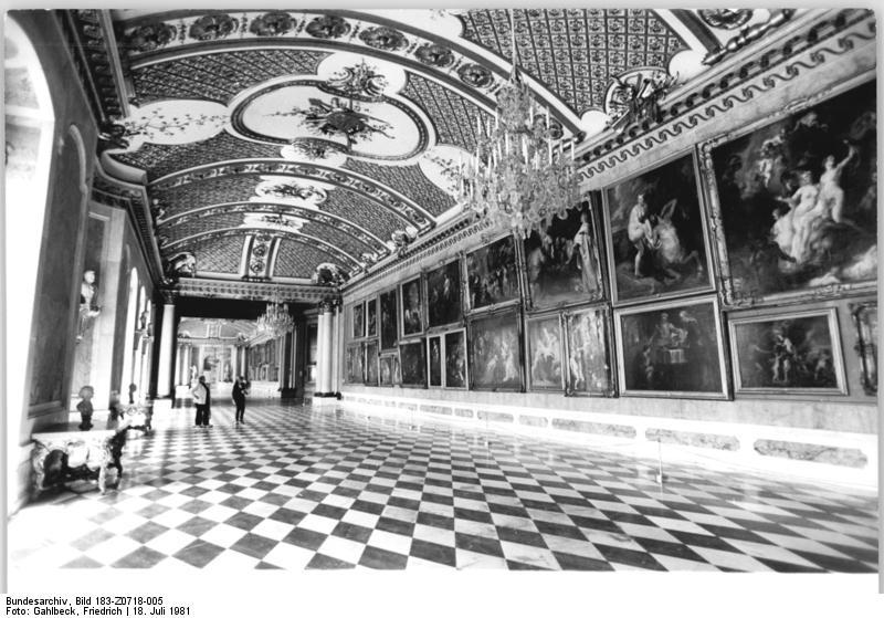 File:Bundesarchiv Bild 183-Z0718-005, Potsdam, Park Sanssouci, Bildergalerie.jpg