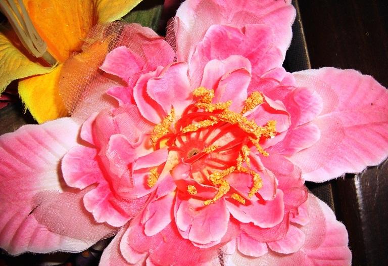 Description Bunga terbuat dari plastik (2).JPG