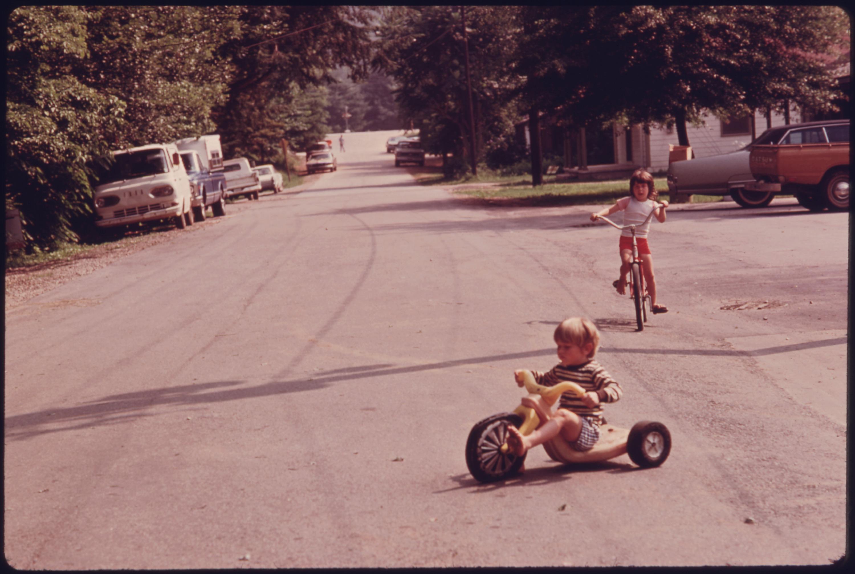 FileCHILDREN OF CALVIN GARRETT AT PLAY IN THE STREET IN FRONT OF