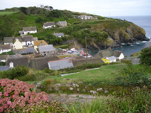 File:Cadgwith Cove and Village - geograph.org.uk - 468660.jpg