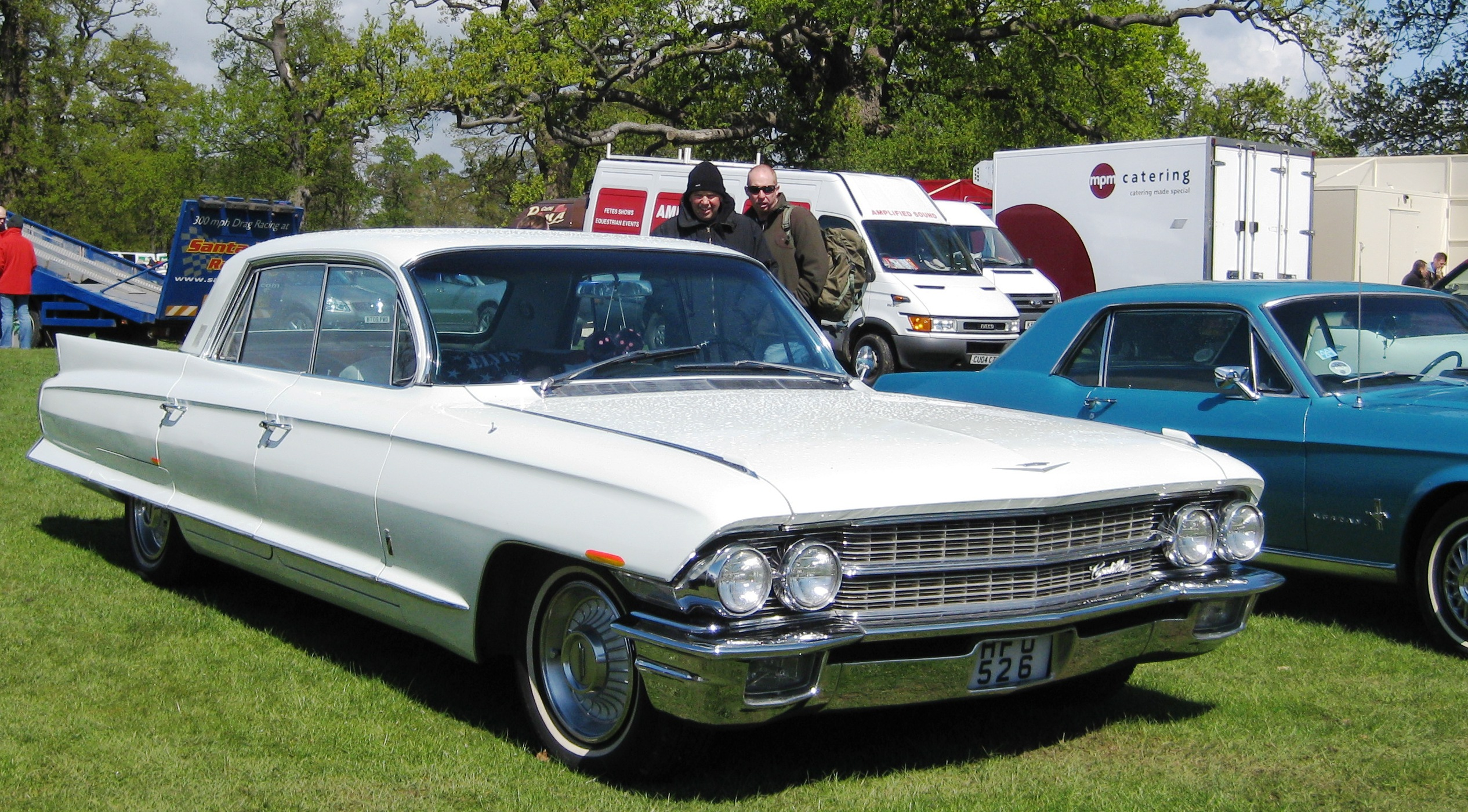 File:Cadillac Fleetwood mfd 1962.JPG - Wikimedia Commons