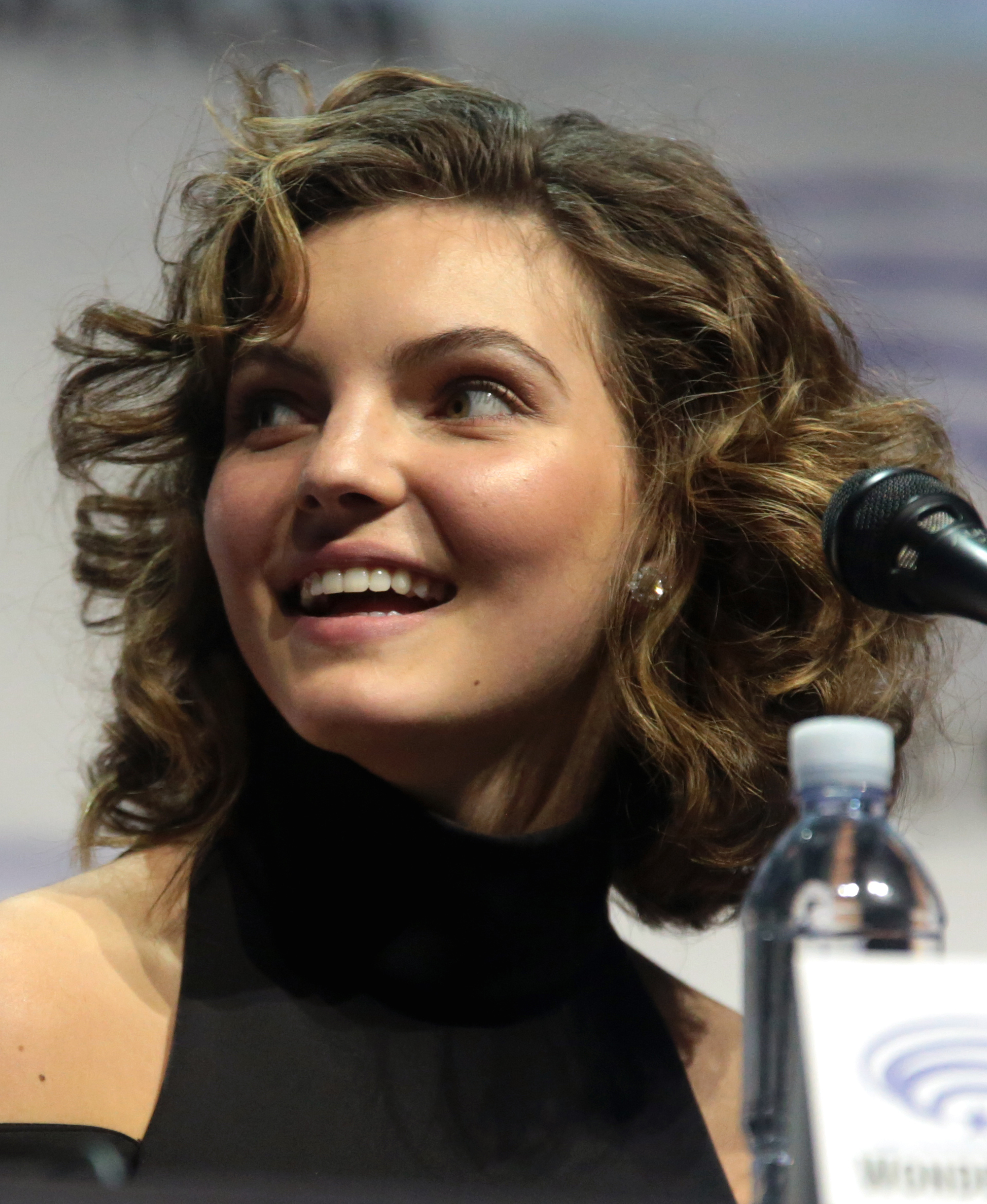 The 19-year old daughter of father Joshua Bicondova and mother Jessica Porter Camren Bicondova in 2018 photo. Camren Bicondova earned a  million dollar salary - leaving the net worth at 1 million in 2018