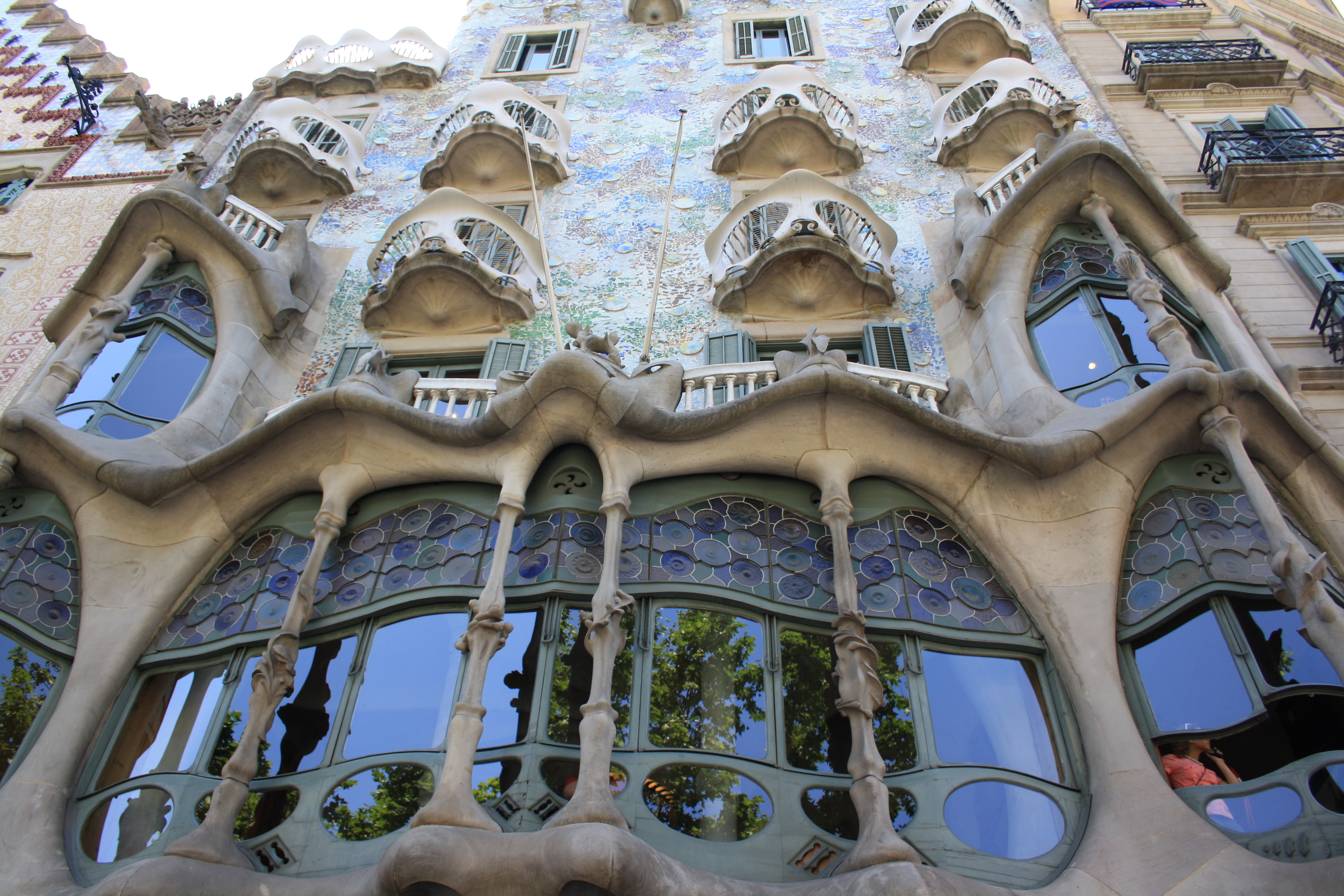 File casa batll barcelona wikimedia commons - Art nouveau architecture de barcelone revisitee ...