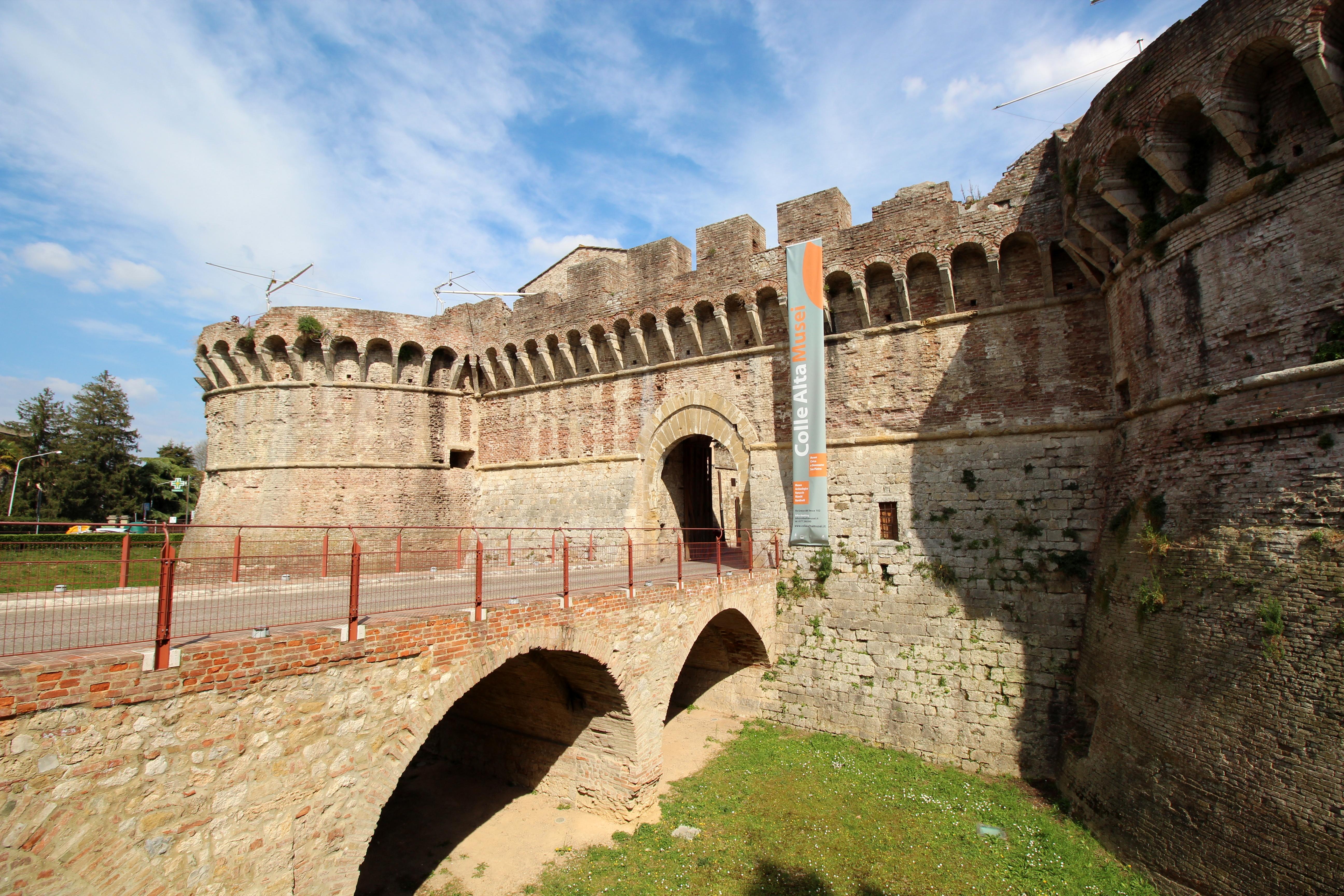Porta Volterrana (Porta Nova)