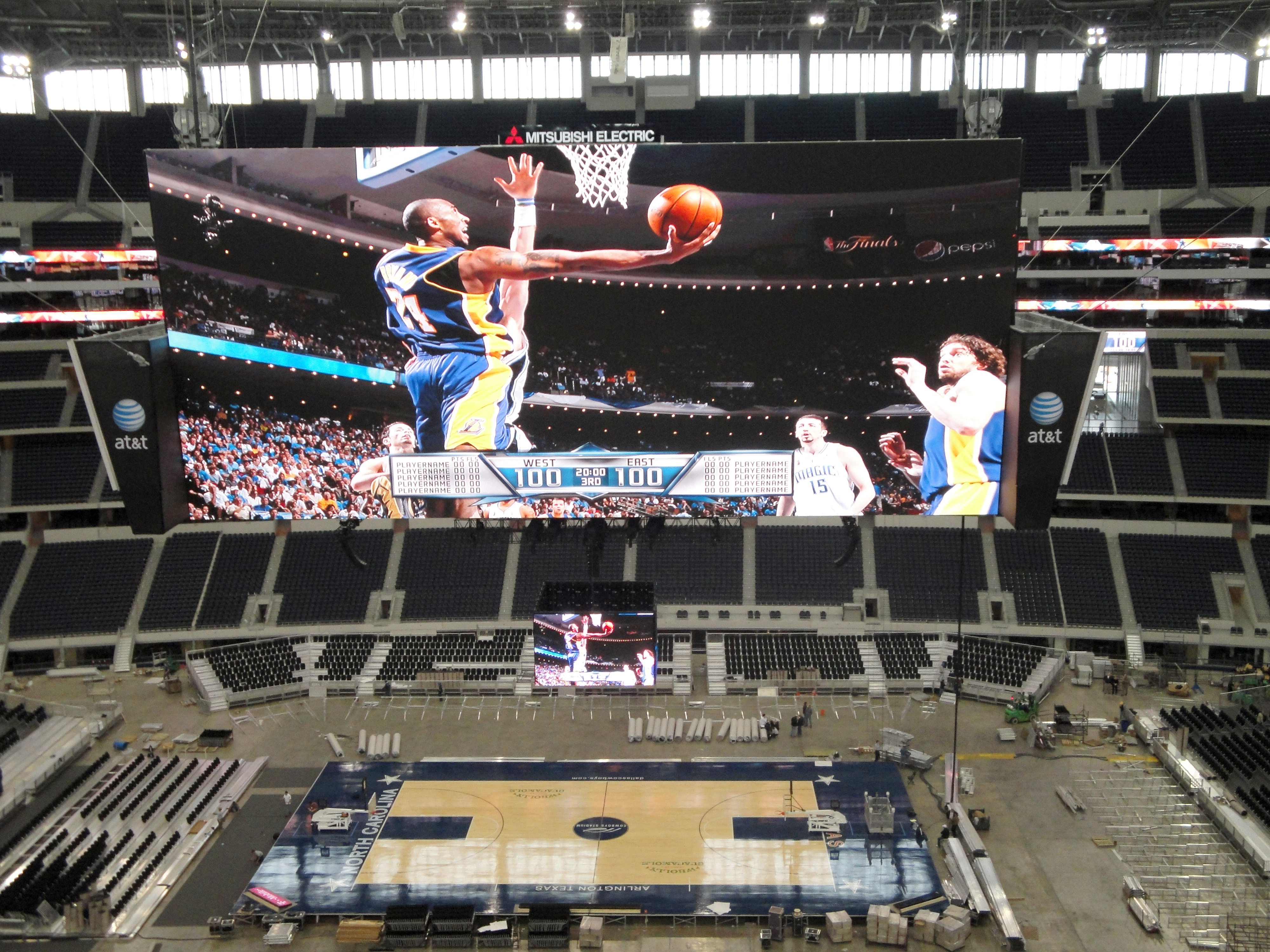 http://upload.wikimedia.org/wikipedia/commons/f/f6/Cowboys_Stadium_configured_for_basketball.jpg