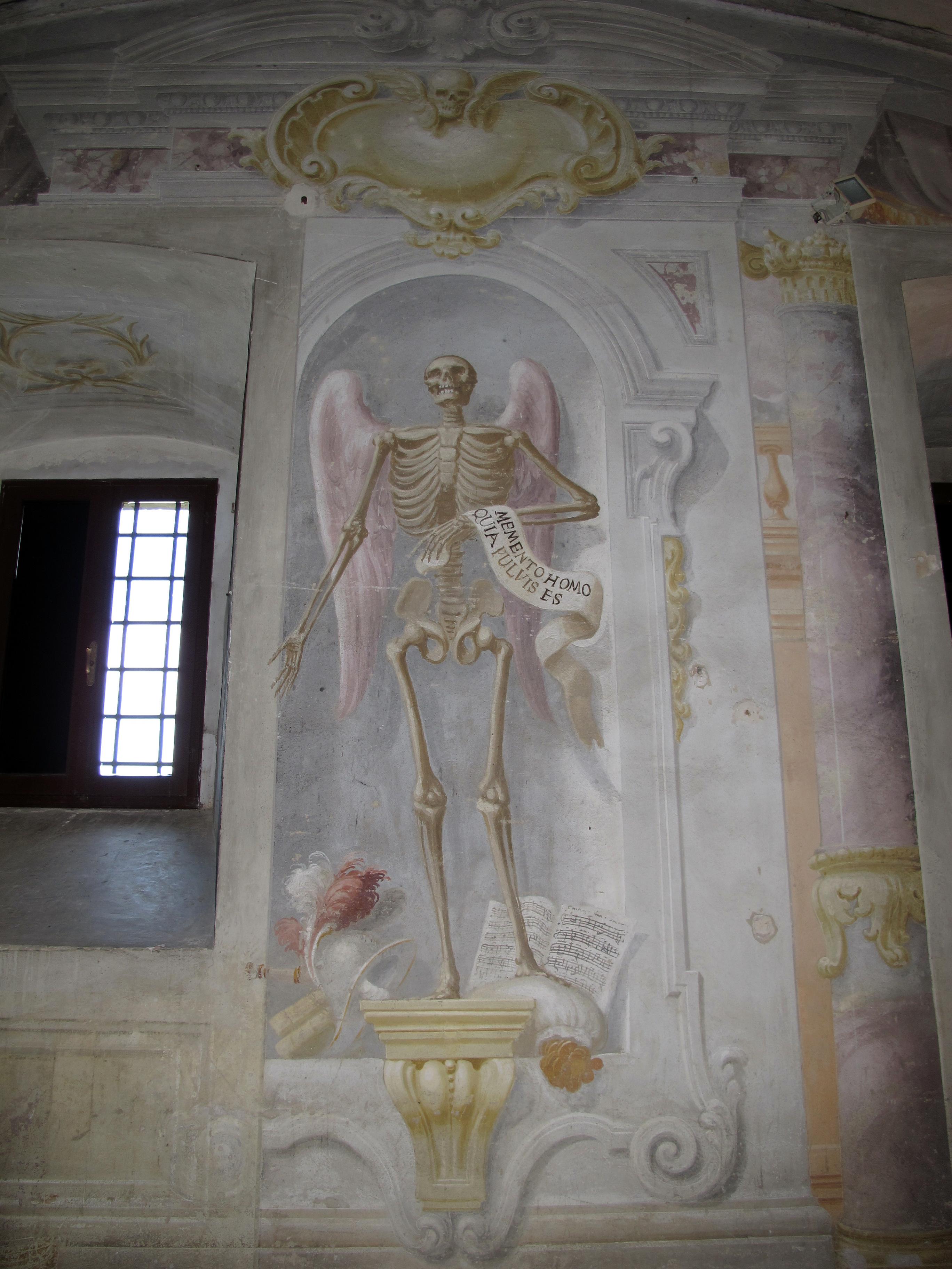 Duomo di colle, int., cripta della misericordia 11 scheletro.JPG