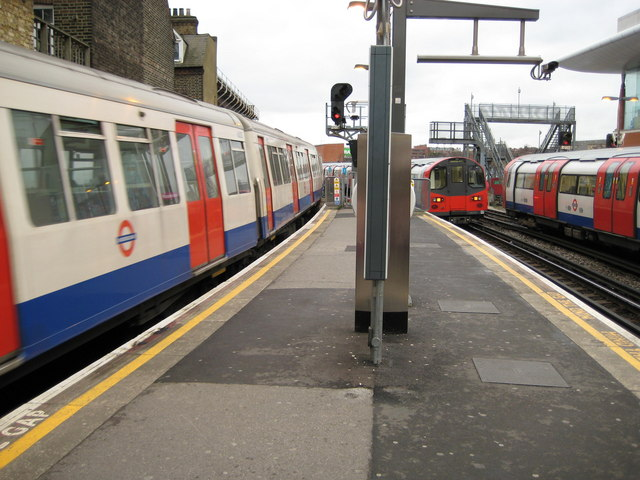Finchley Road tube station - geograph.org.uk - 671881