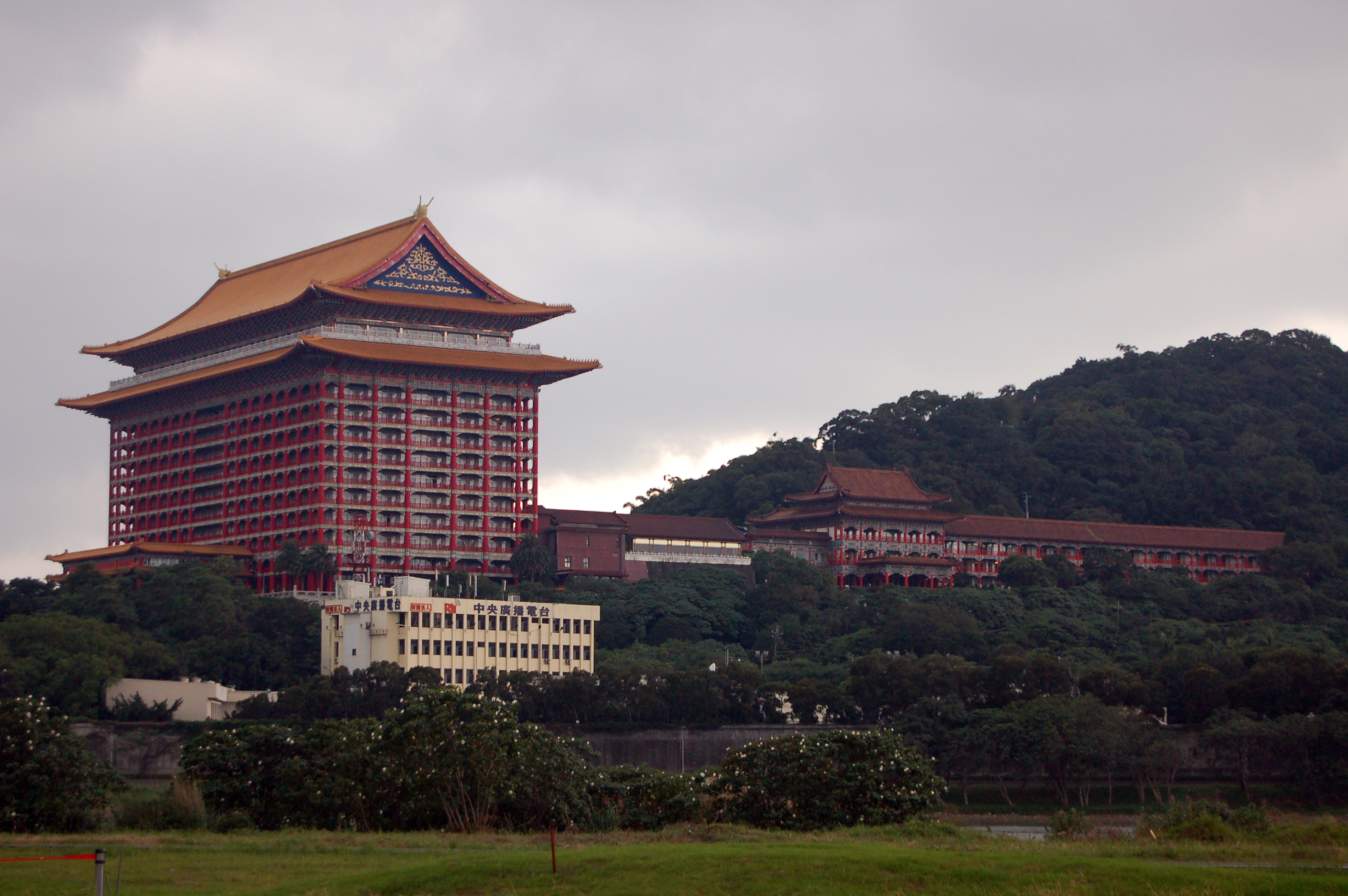 File Grand Hotel Taipei And Central Broadcasting System 20101122 Jpg Wikimedia Commons
