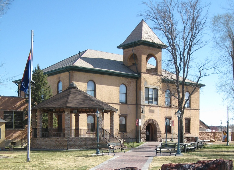 Fitxer:Historic Navajo County Courthouse and Museum cropped.jpg