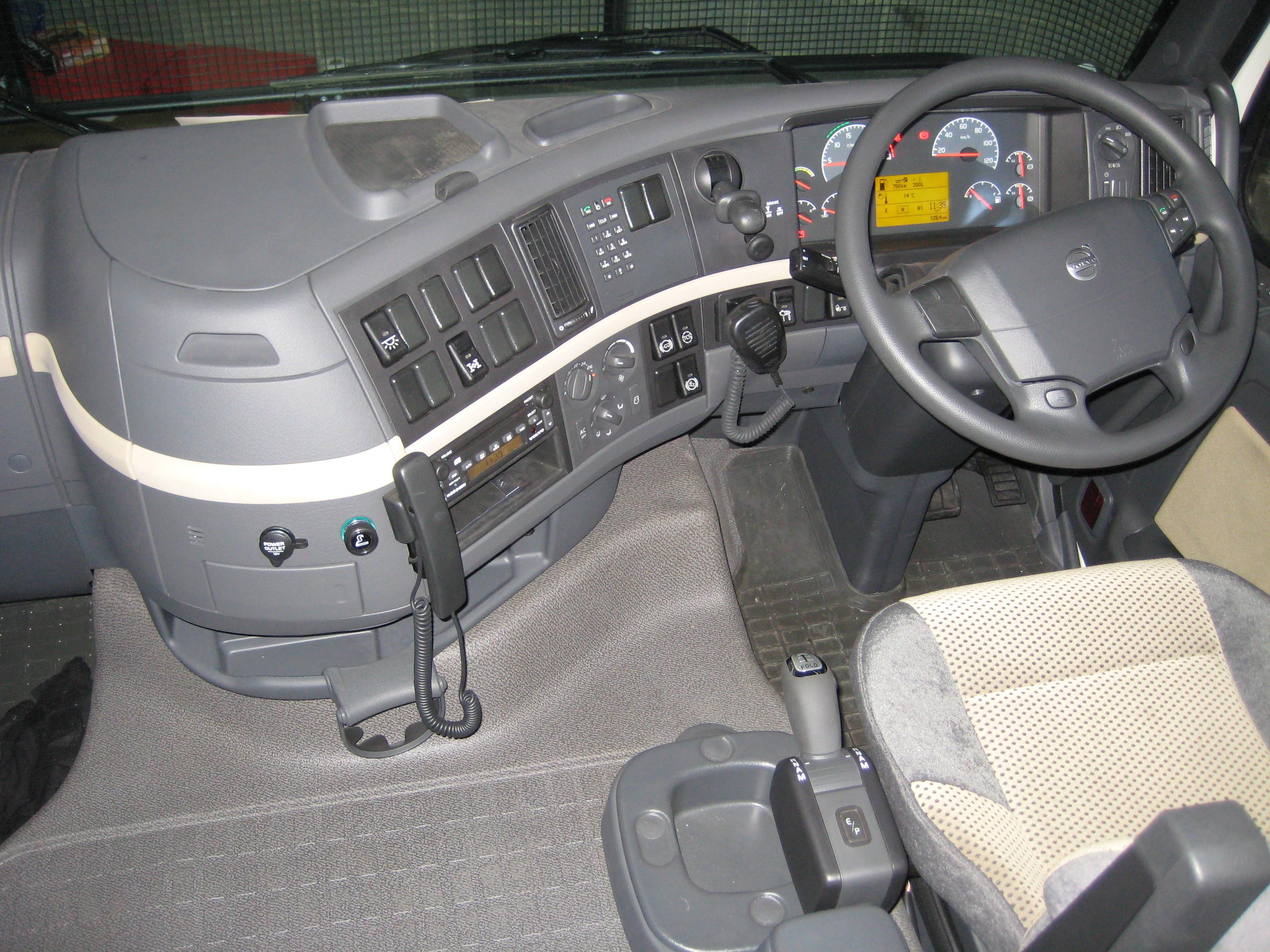 Fileinside Volvo Fh Jpg