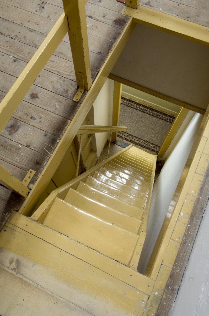 File interieur trap naar de zolder gezien vanaf de zolder veenhuizen 20415858 - Interieur trap ...