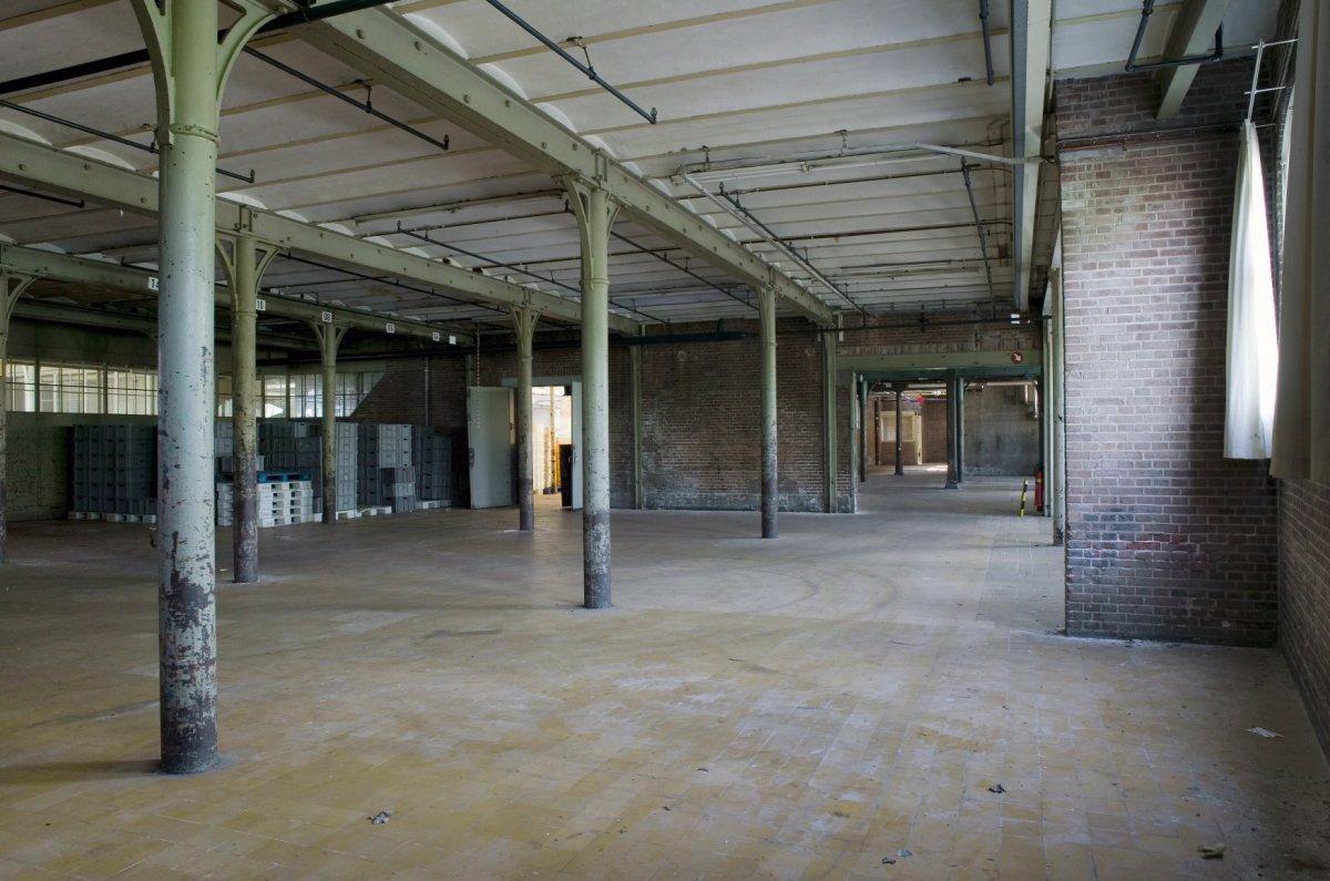 File interieur begane grond overzicht van een hal met for Interieur de ronde